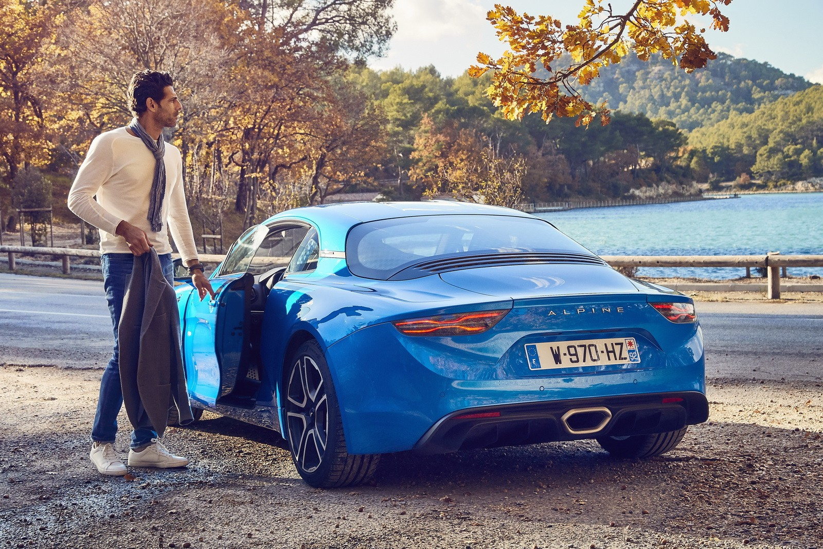 top gear 39 s alpine a110 burns down in four minutes tv hosts manage to escape autoevolution. Black Bedroom Furniture Sets. Home Design Ideas