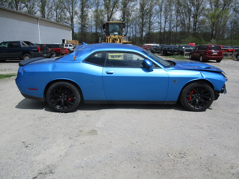 update totaled dodge challenger hellcat for sale with 18 miles spared airbags autoevolution. Black Bedroom Furniture Sets. Home Design Ideas