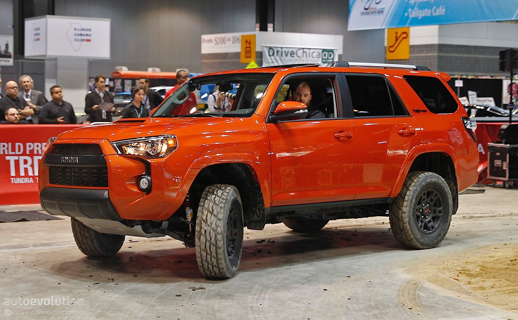 toyota 4runner trd pro shines at 2014 chicago show live photos. Black Bedroom Furniture Sets. Home Design Ideas