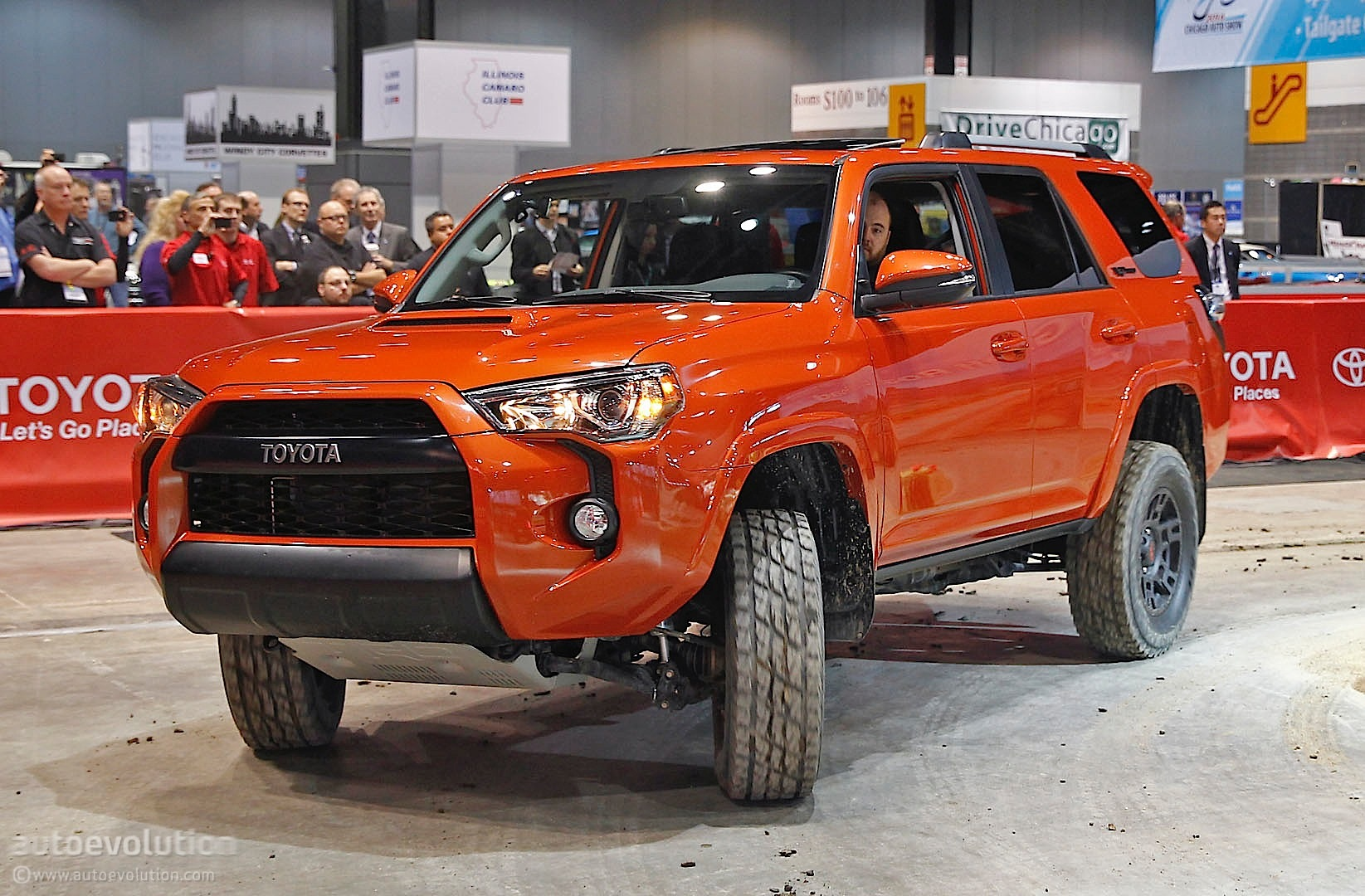 toyota 4runner trd pro shines at 2014 chicago show live photos autoevolution. Black Bedroom Furniture Sets. Home Design Ideas