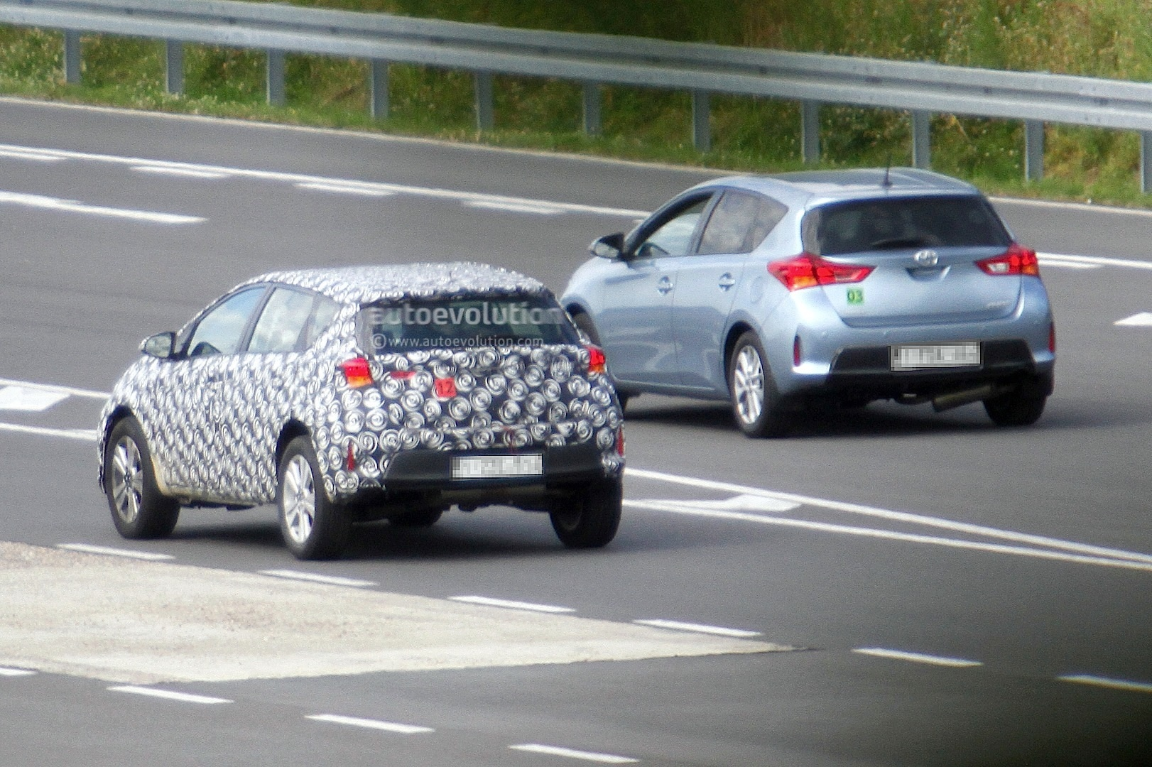 2020 - [Toyota] Auris SUV Toyota-auris-cross-introduces-itself-in-first-spyshots-touring-sports-cross-might-follow_6