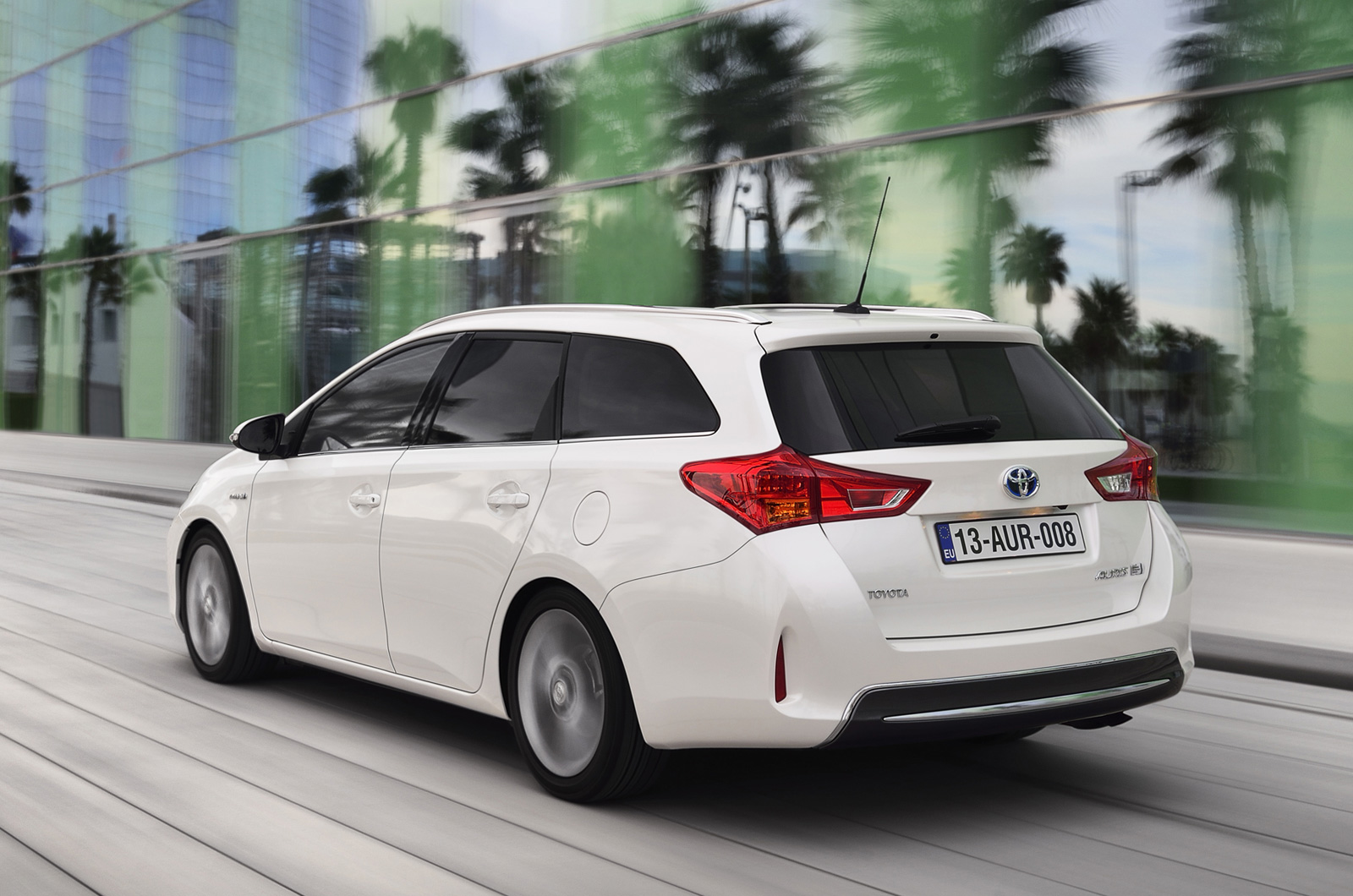 toyota auris touring sports specs revealed autoevolution. Black Bedroom Furniture Sets. Home Design Ideas