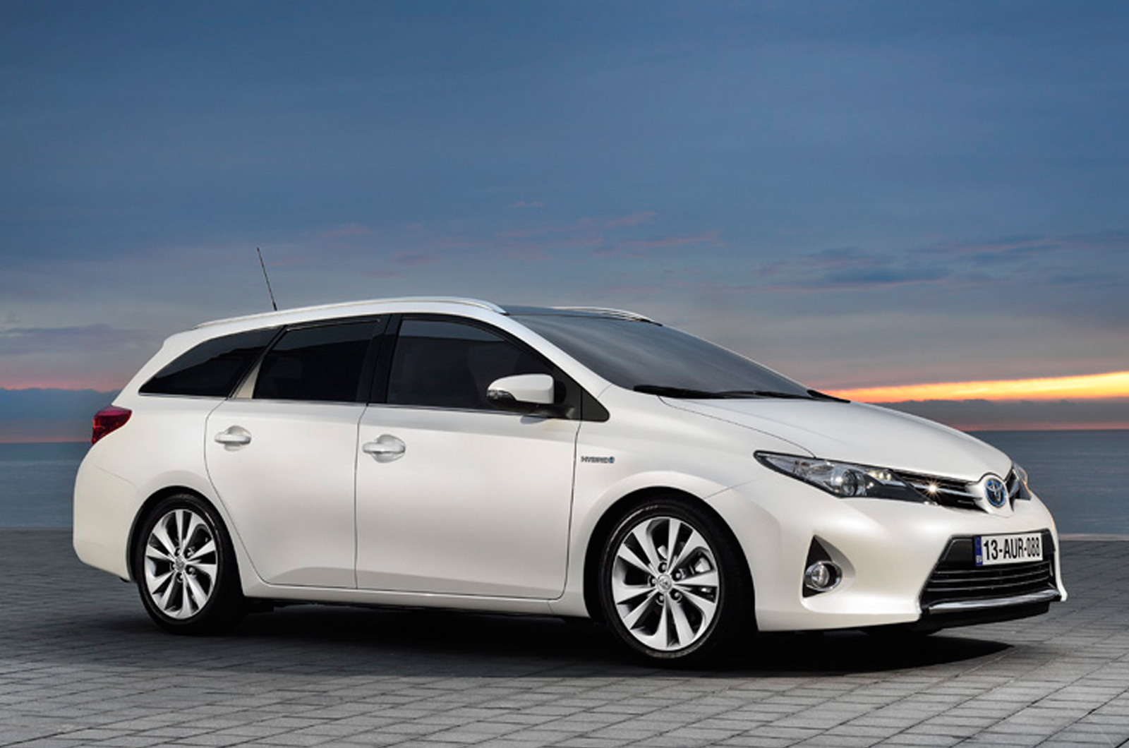 Toyota Auris Touring Sports Specs Revealed - autoevolution