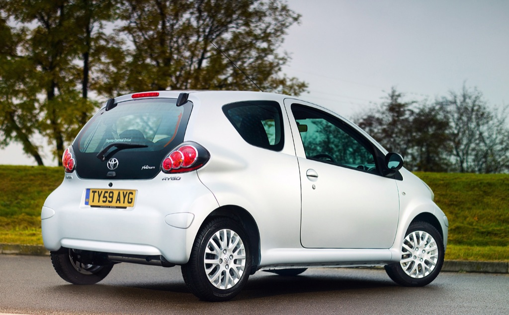 toyota aygo platinum uk pricing released autoevolution. Black Bedroom Furniture Sets. Home Design Ideas