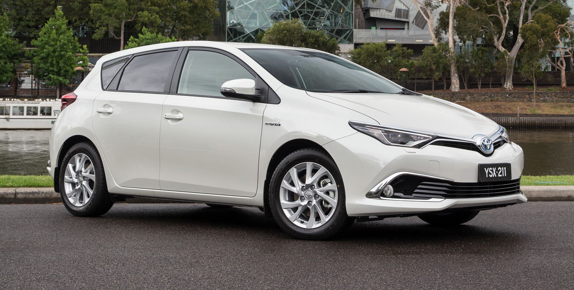 toyota corolla hybrid hatch coming to australia in 2016 autoevolution