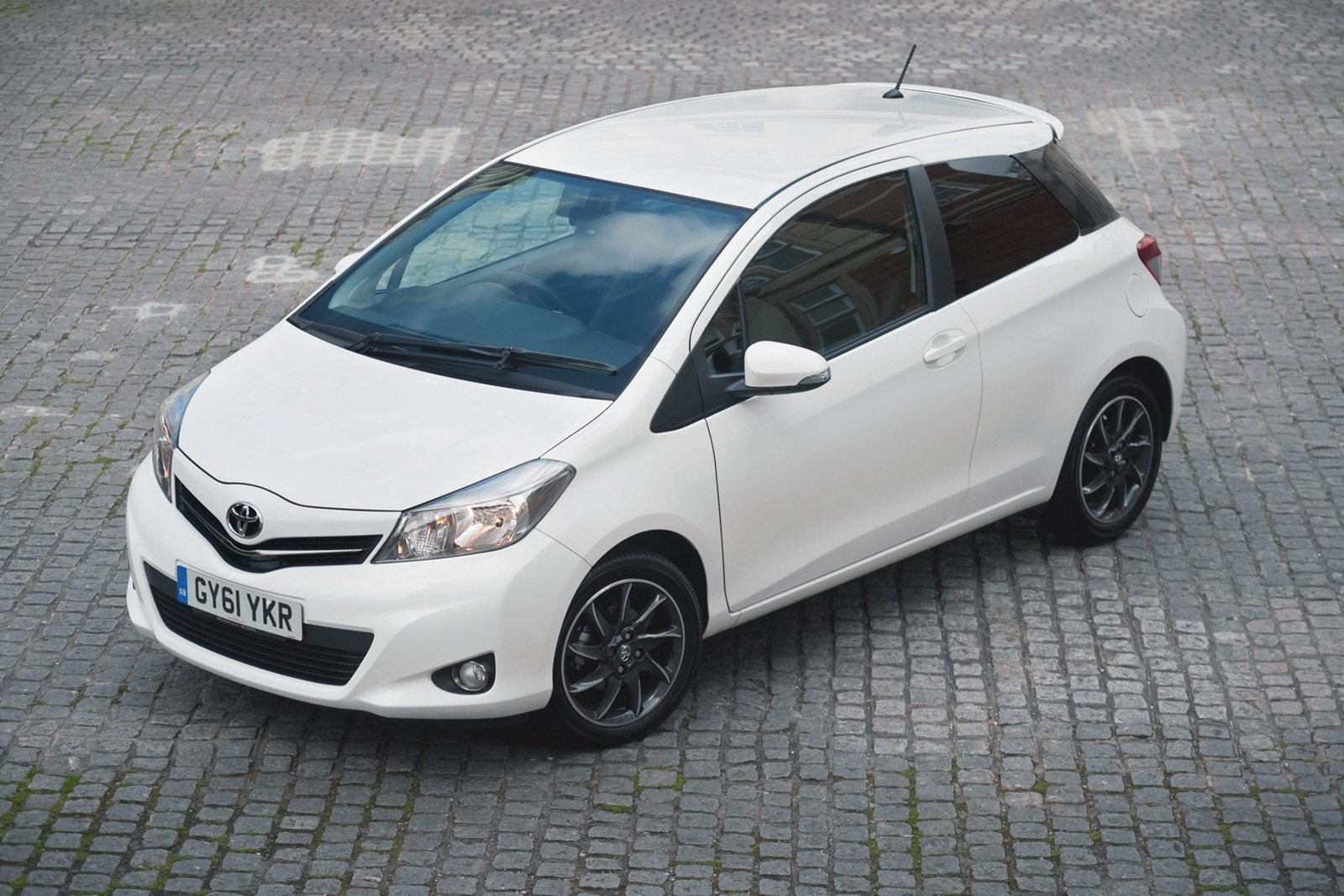 toyota expands yaris uk range autoevolution. Black Bedroom Furniture Sets. Home Design Ideas
