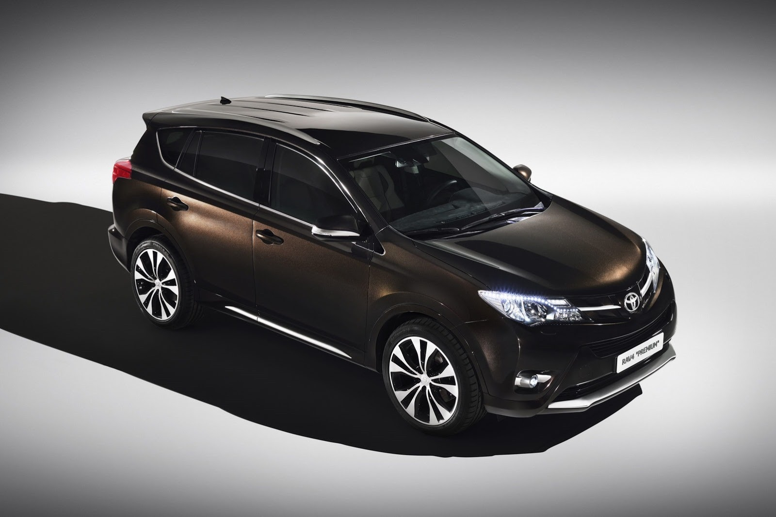 Toyota Gets Tough, Luxurious with New RAV4 Concepts ...