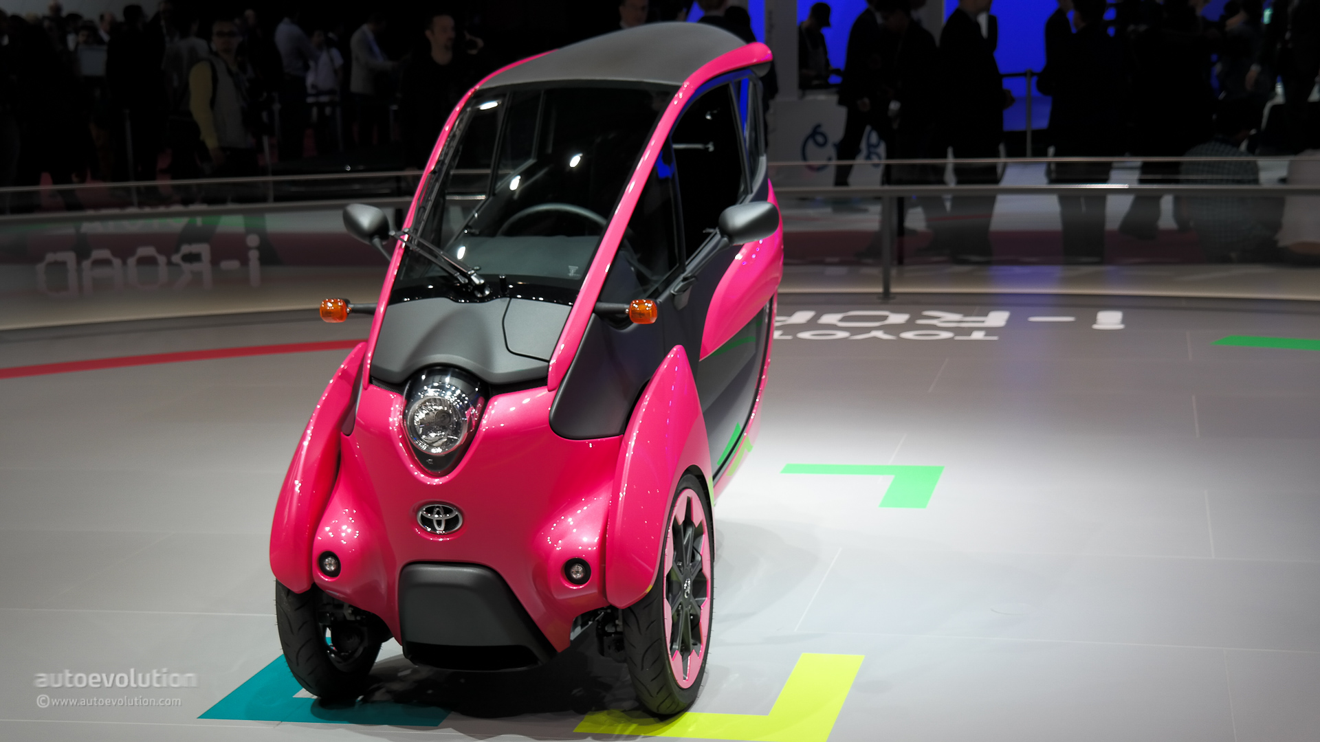 Toyota i-Road Wears Pink at Paris Motor Show 2014 [Live ...
