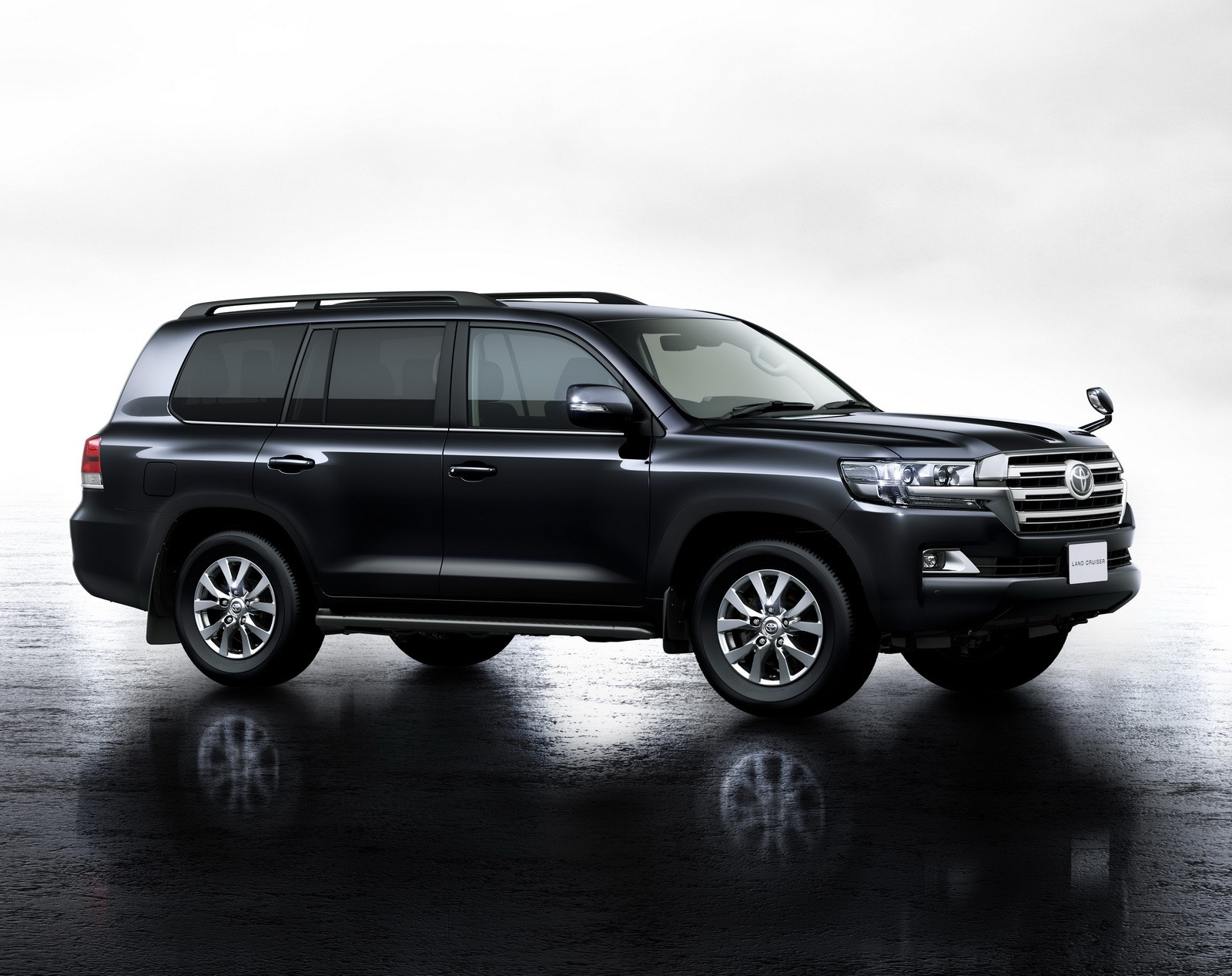 toyota land cruiser 200 facelift launches in japan puts. Black Bedroom Furniture Sets. Home Design Ideas