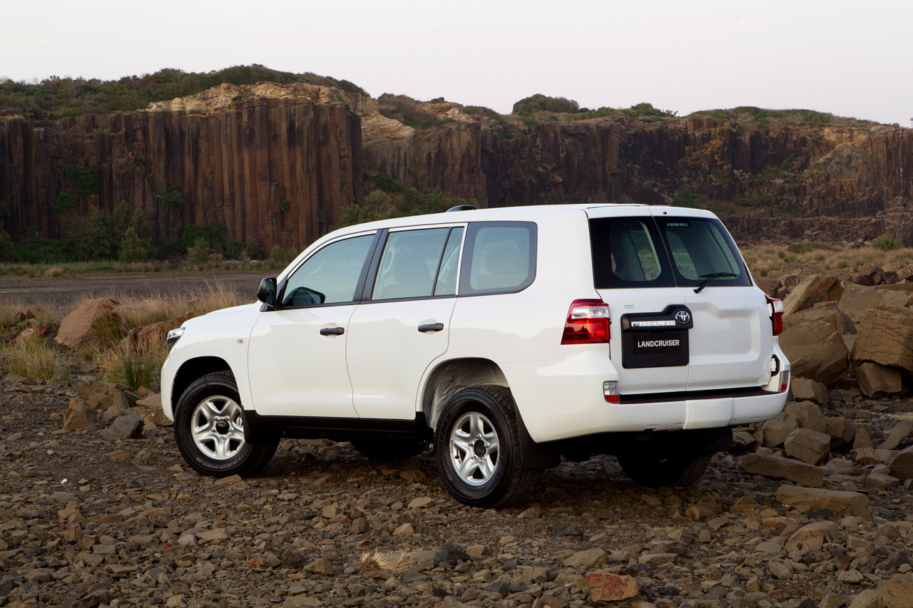 toyota land cruiser gx  extra tough for australia