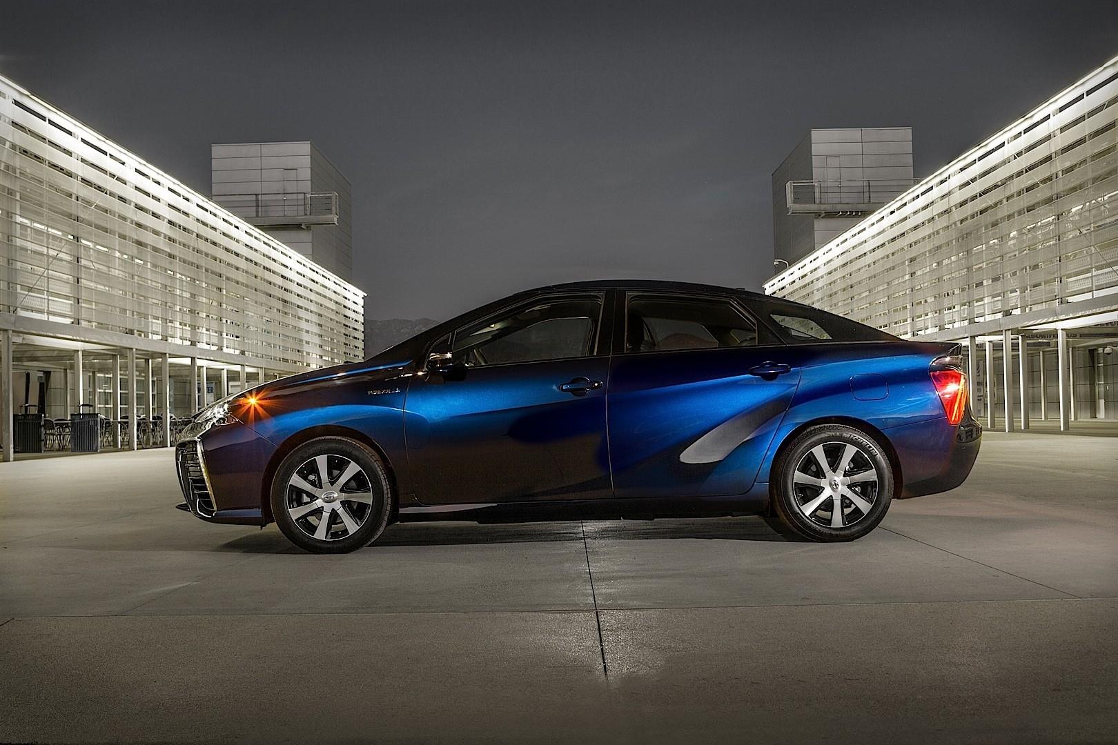 Toyota Fcv Hydrogen Tanks Are Bulletproof Autoevolution