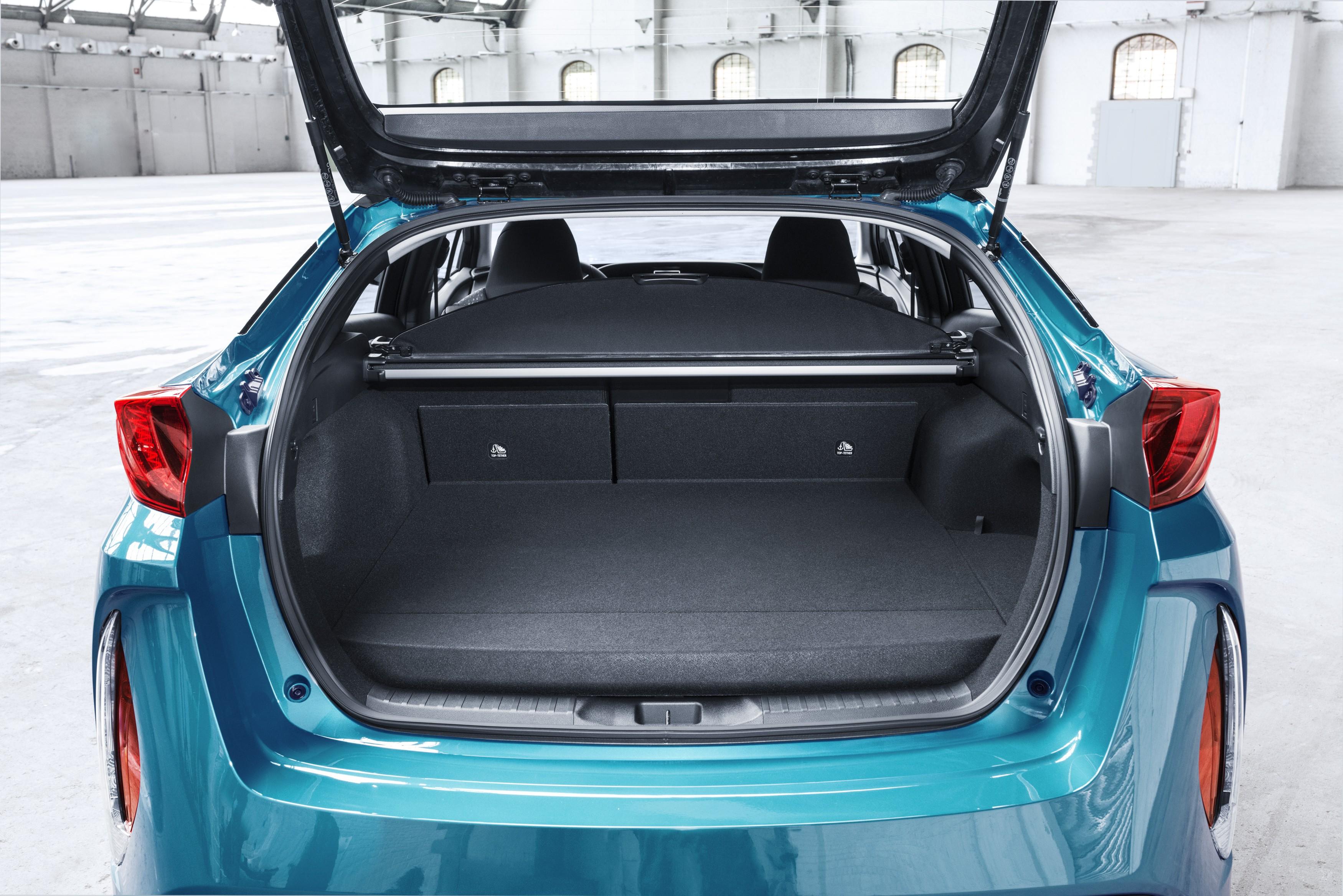 2017 Toyota Prius Plug In Hybrid Goes On Sale In Europe