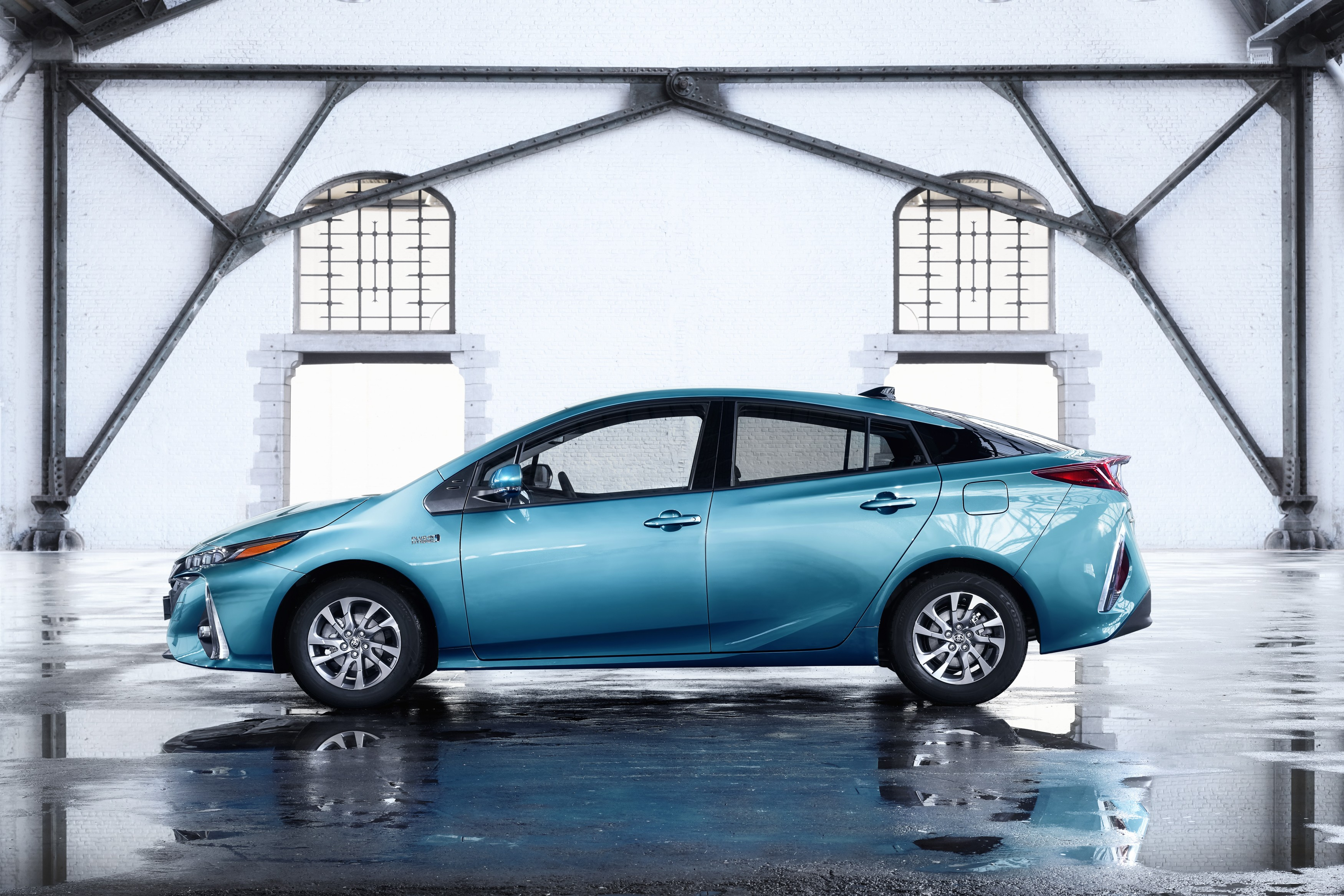 2017 toyota prius plug in hybrid goes on sale in europe autoevolution. Black Bedroom Furniture Sets. Home Design Ideas