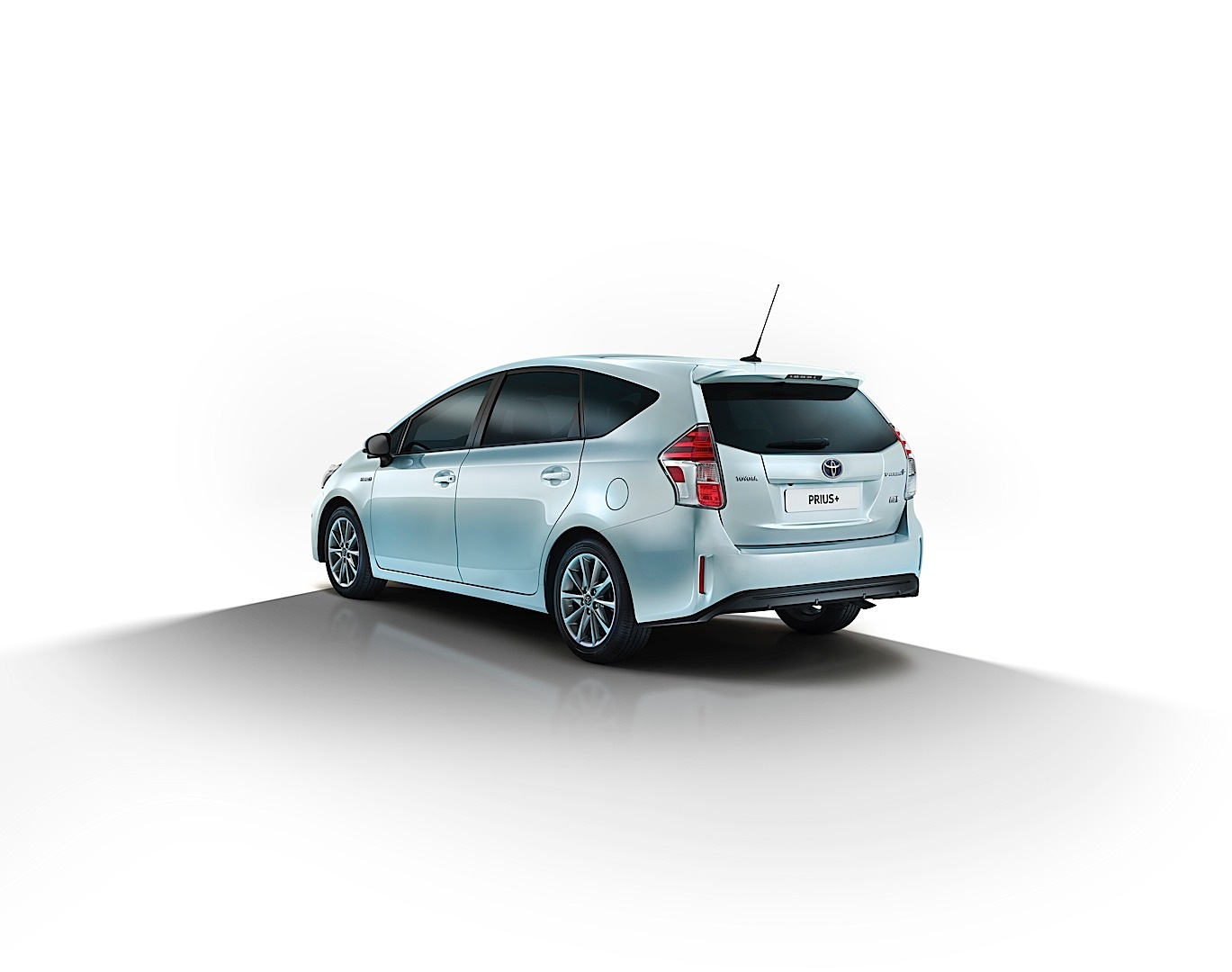 toyota prius v gets an angry face for 2015 autoevolution. Black Bedroom Furniture Sets. Home Design Ideas