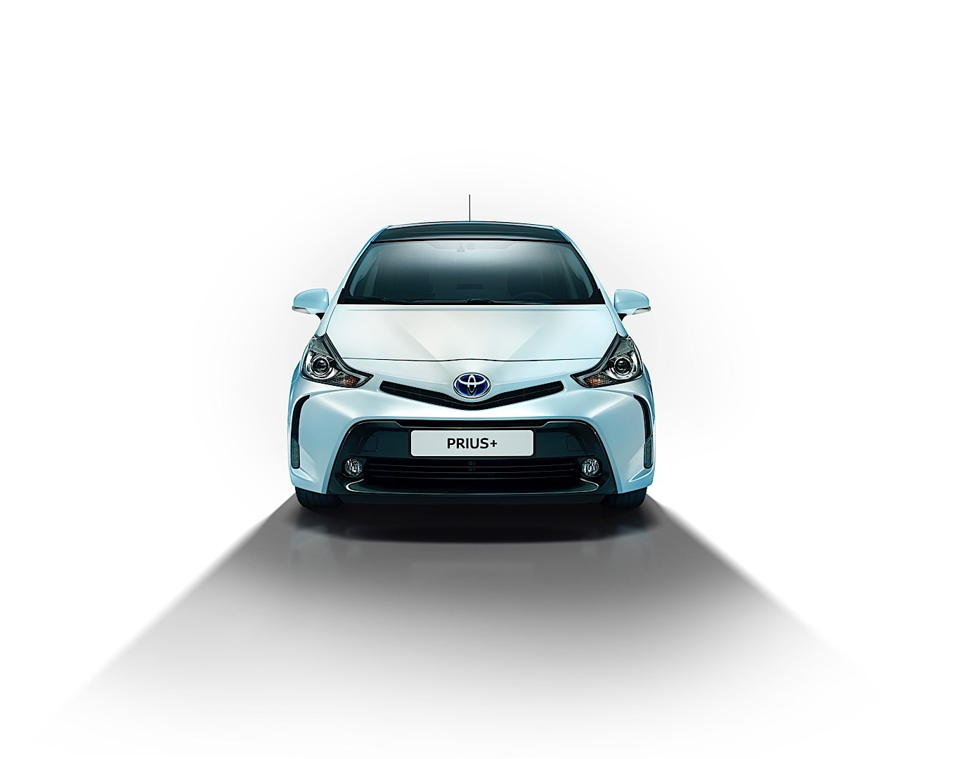 Toyota prius v gets an angry face for 2015 autoevolution 2015 toyota prius v sciox Image collections