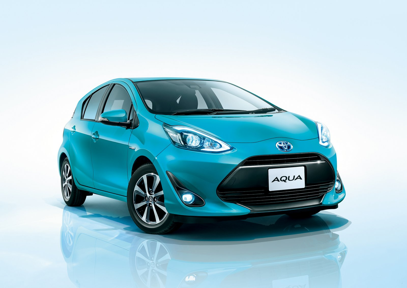 toyota aqua and prius back to being the most popular cars in japan autoevolution. Black Bedroom Furniture Sets. Home Design Ideas