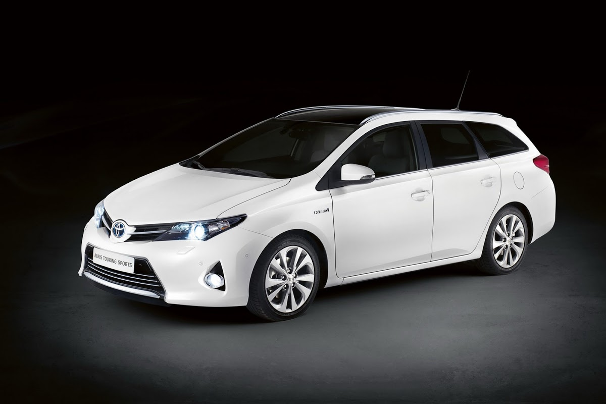 toyota auris hybrid bricklane joins 2016 prius in japan autoevolution. Black Bedroom Furniture Sets. Home Design Ideas