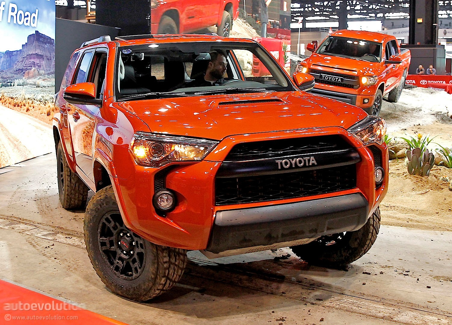 toyota shows off 4runner trd pro in chicago live photos autoevolution. Black Bedroom Furniture Sets. Home Design Ideas