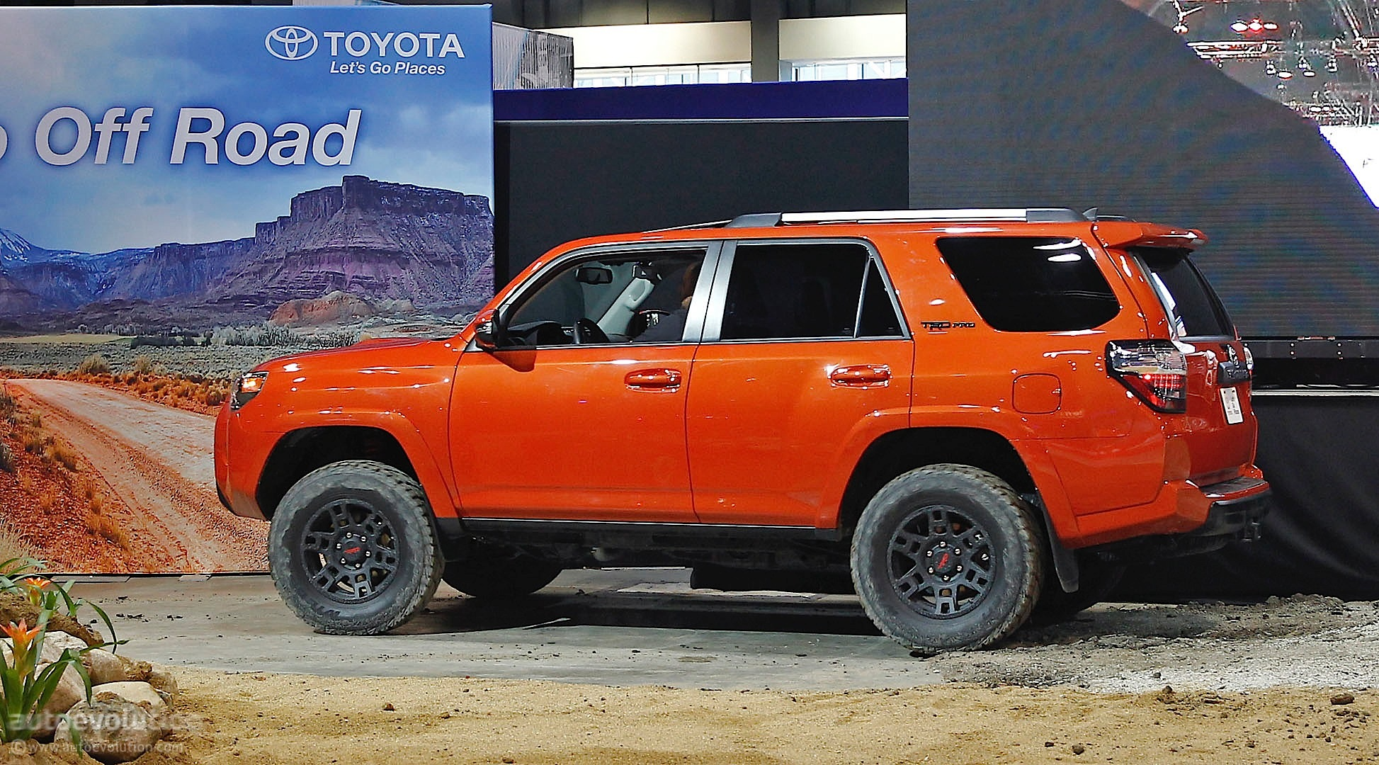 2014 toyota 4runner pricing revealed autoevolution. Black Bedroom Furniture Sets. Home Design Ideas