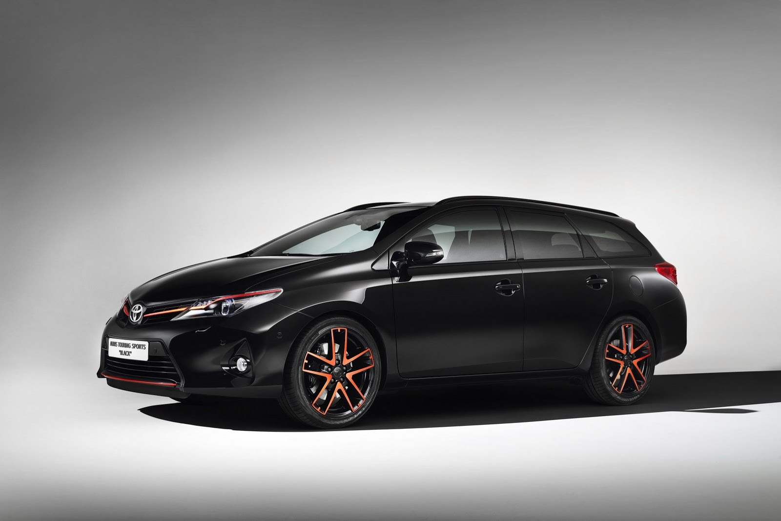 toyota takes the auris touring sports to the dark side autoevolution. Black Bedroom Furniture Sets. Home Design Ideas
