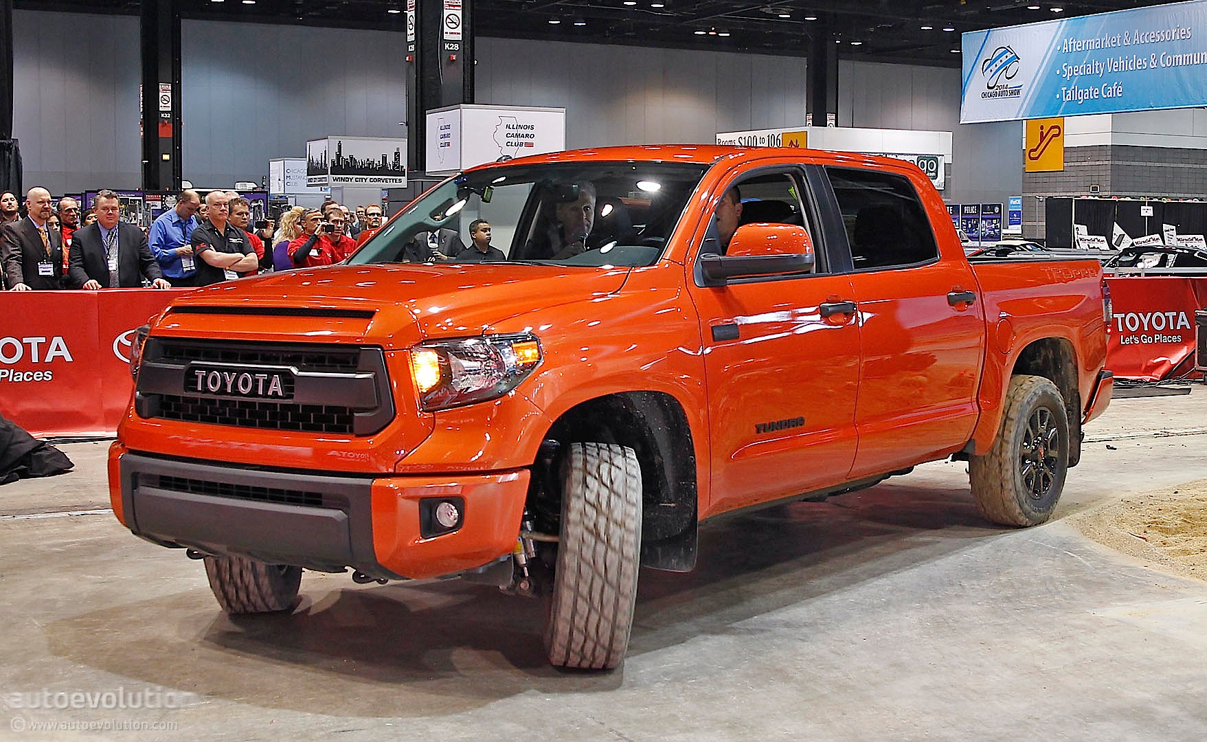 toyota tundra trd pro gets dirty in chicago live photos autoevolution. Black Bedroom Furniture Sets. Home Design Ideas