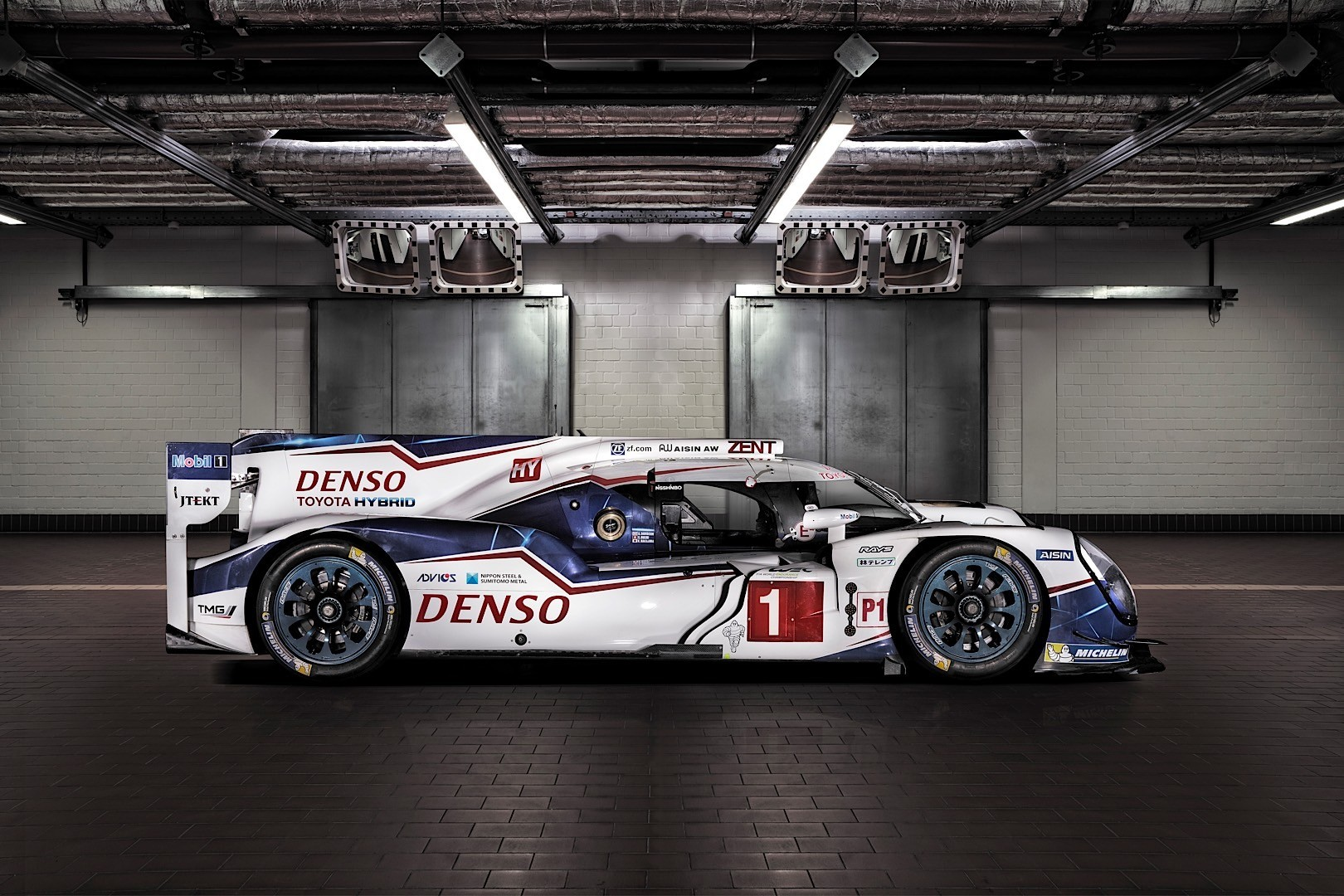 toyota uncovers the 2015 ts040 hybrid le mans prototype autoevolution. Black Bedroom Furniture Sets. Home Design Ideas