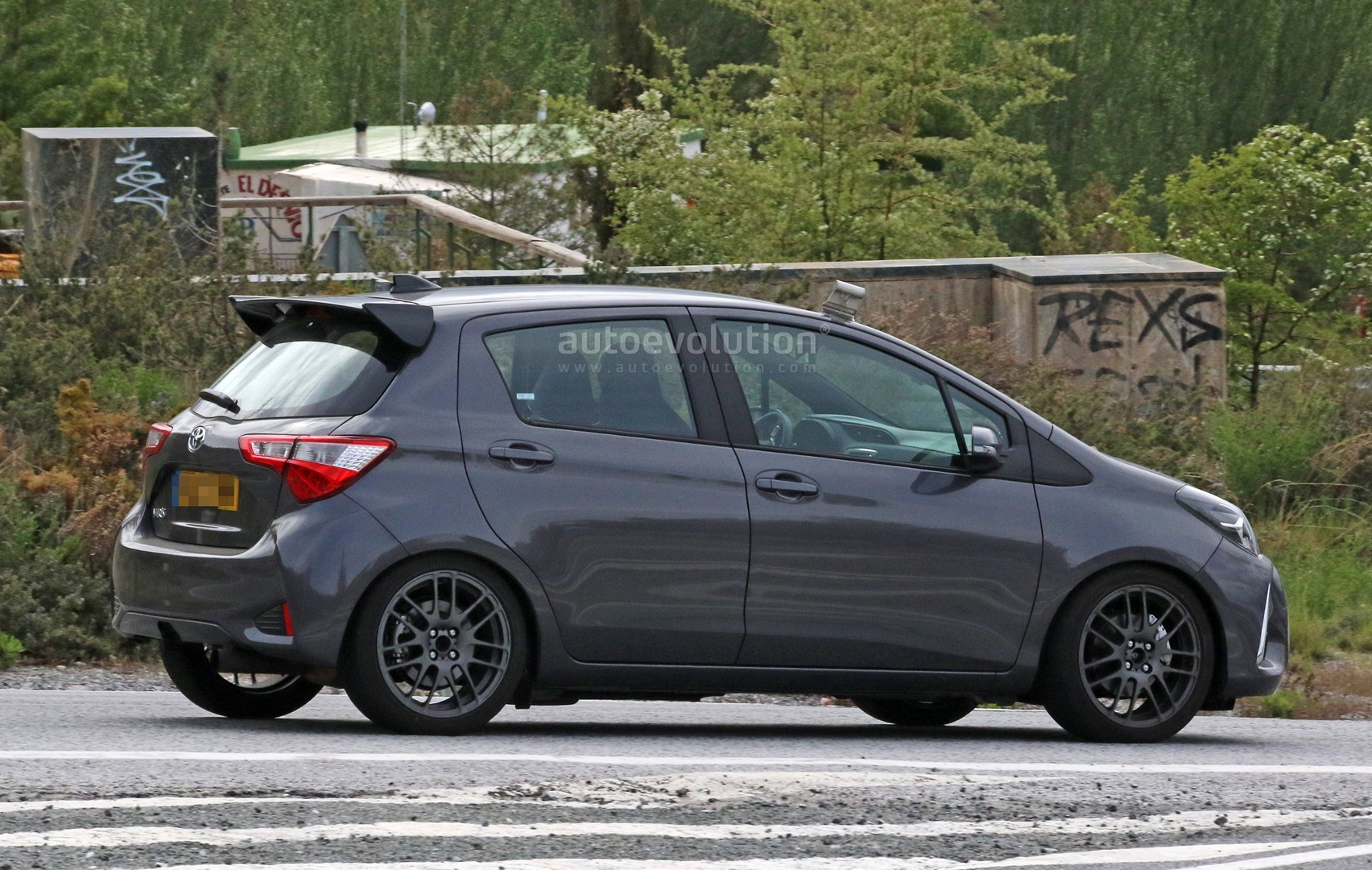 toyota yaris grmn spied for the first time with 5 door. Black Bedroom Furniture Sets. Home Design Ideas