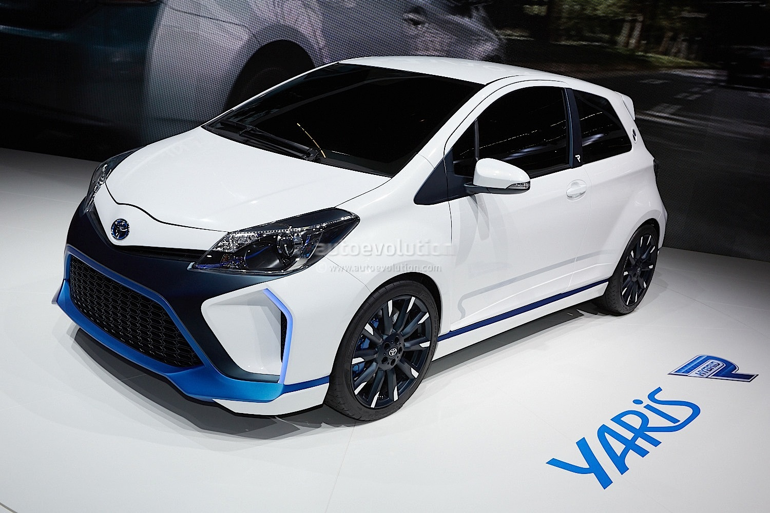 toyota yaris hybrid r concept unveiled at frankfurt autoevolution. Black Bedroom Furniture Sets. Home Design Ideas