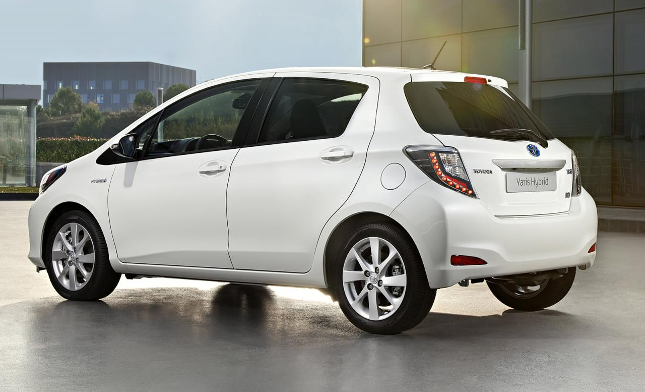 Toyota Yaris Hybrid Presented Autoevolution