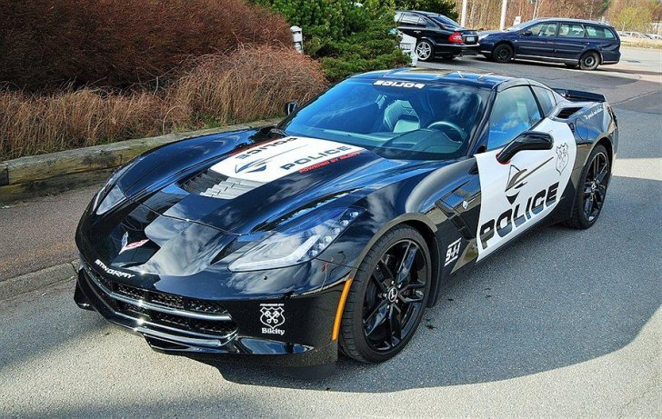 transformers like corvette stingray police car for sale in sweden autoevolution. Black Bedroom Furniture Sets. Home Design Ideas