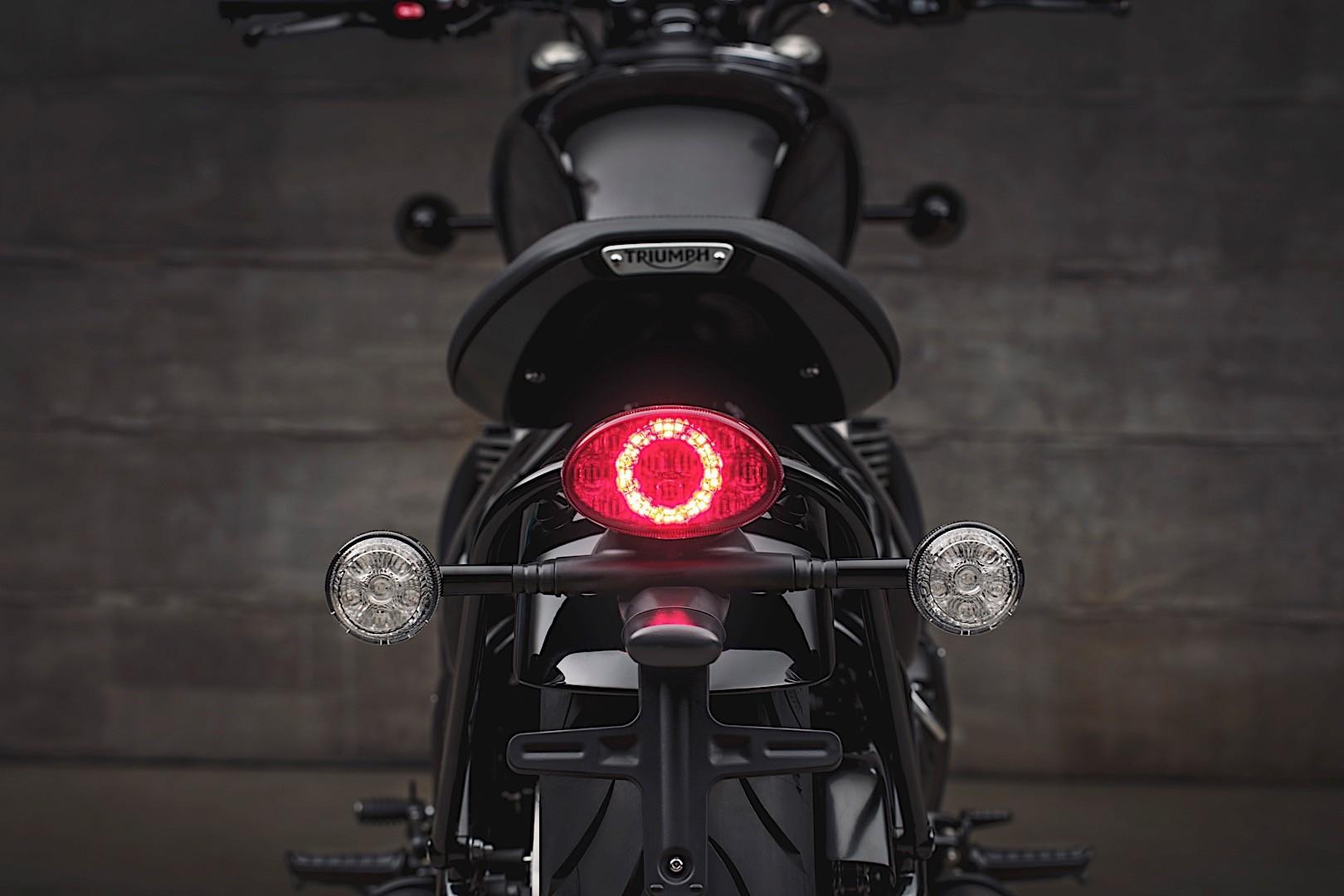 2018 Triumph Bonneville Bobber Black Edition Looks Post Ww2