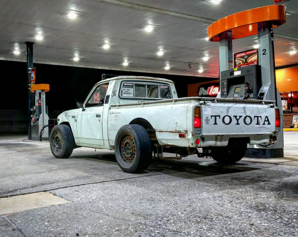 1977 toyota pickup receives turbocharged ls1 v8 and crown victoria suspension autoevolution. Black Bedroom Furniture Sets. Home Design Ideas
