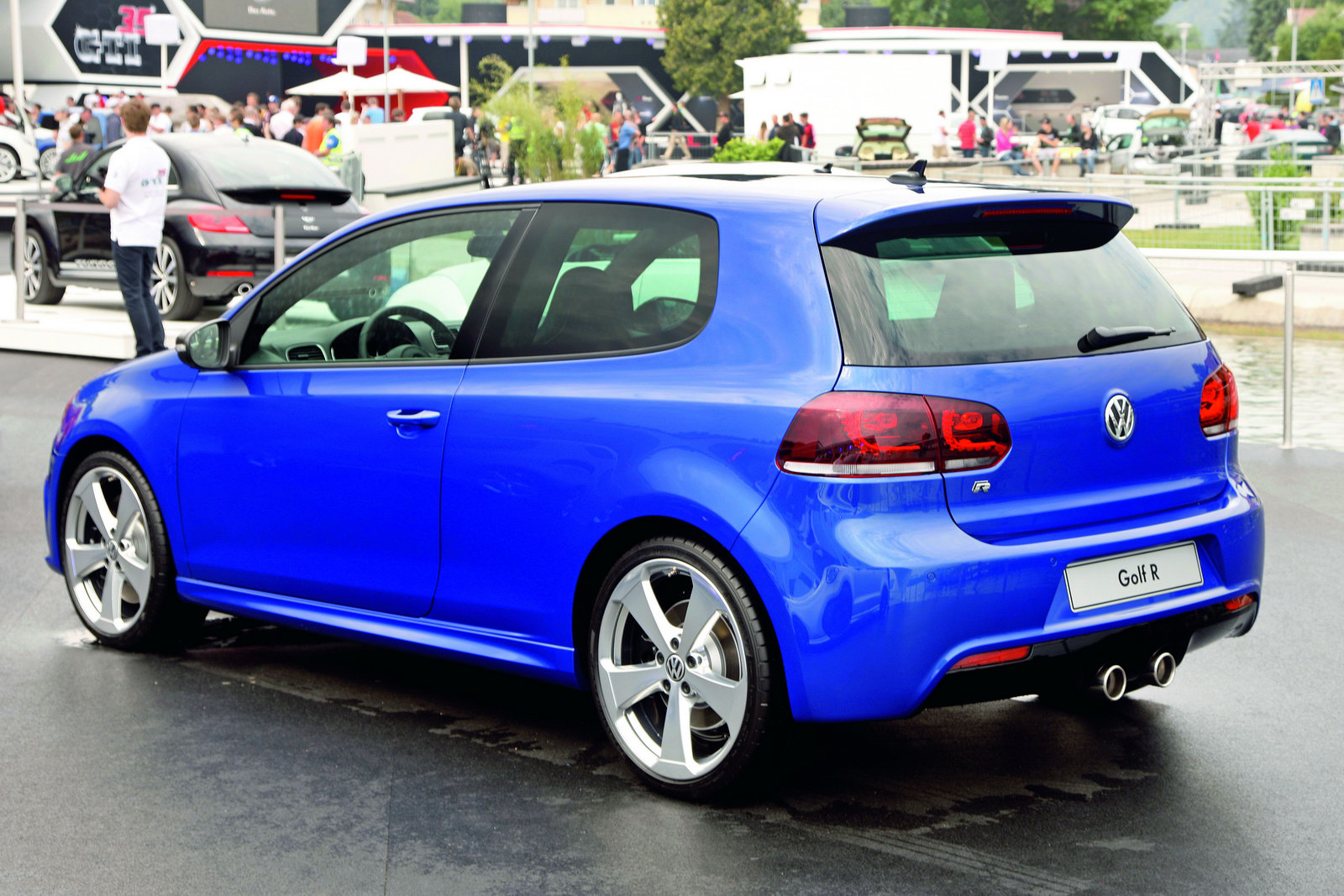 Two Volkswagen Golf R Color Concepts Arrive In Worthersee