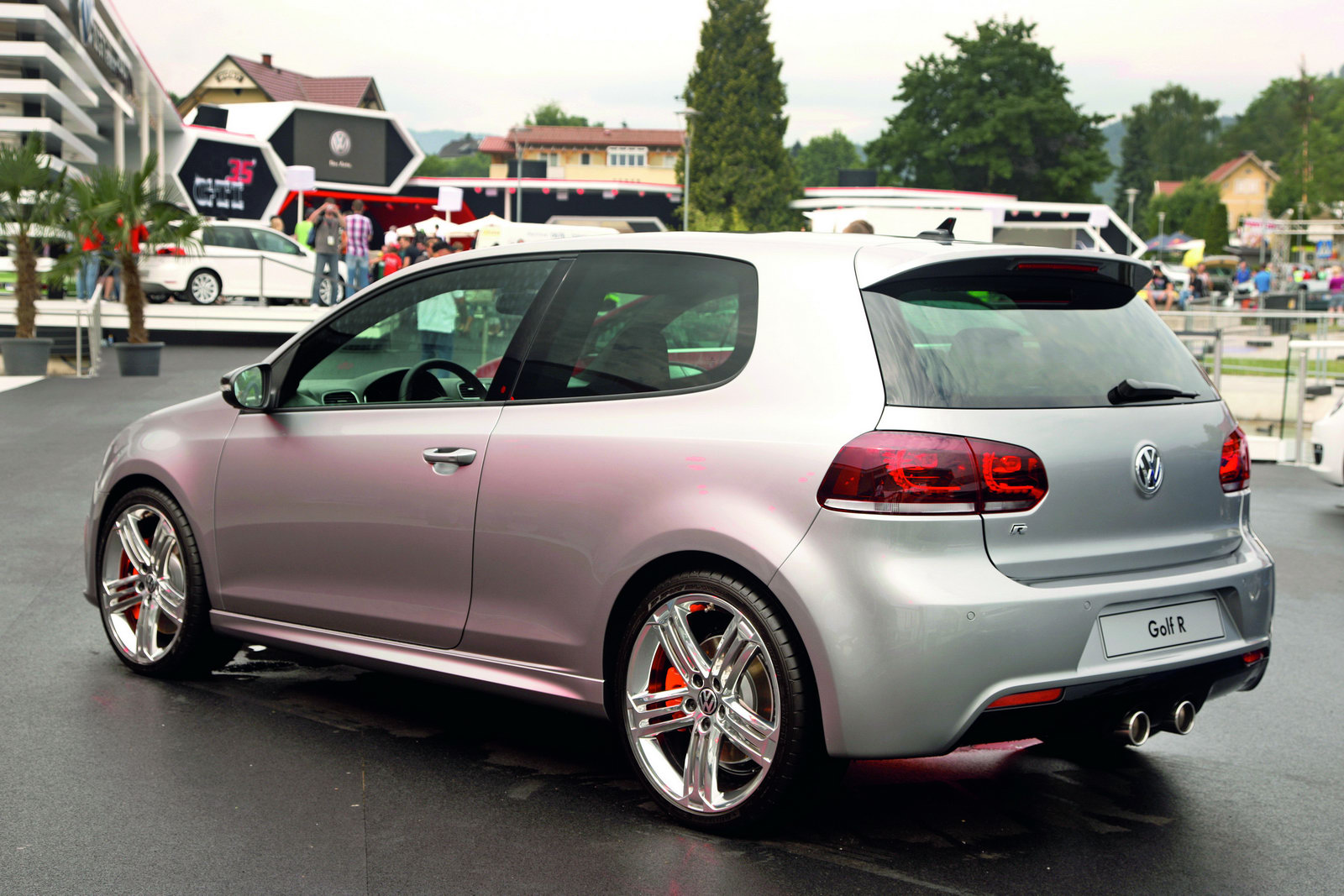 Two Volkswagen Golf R Color Concepts Arrive in Worthersee - autoevolution