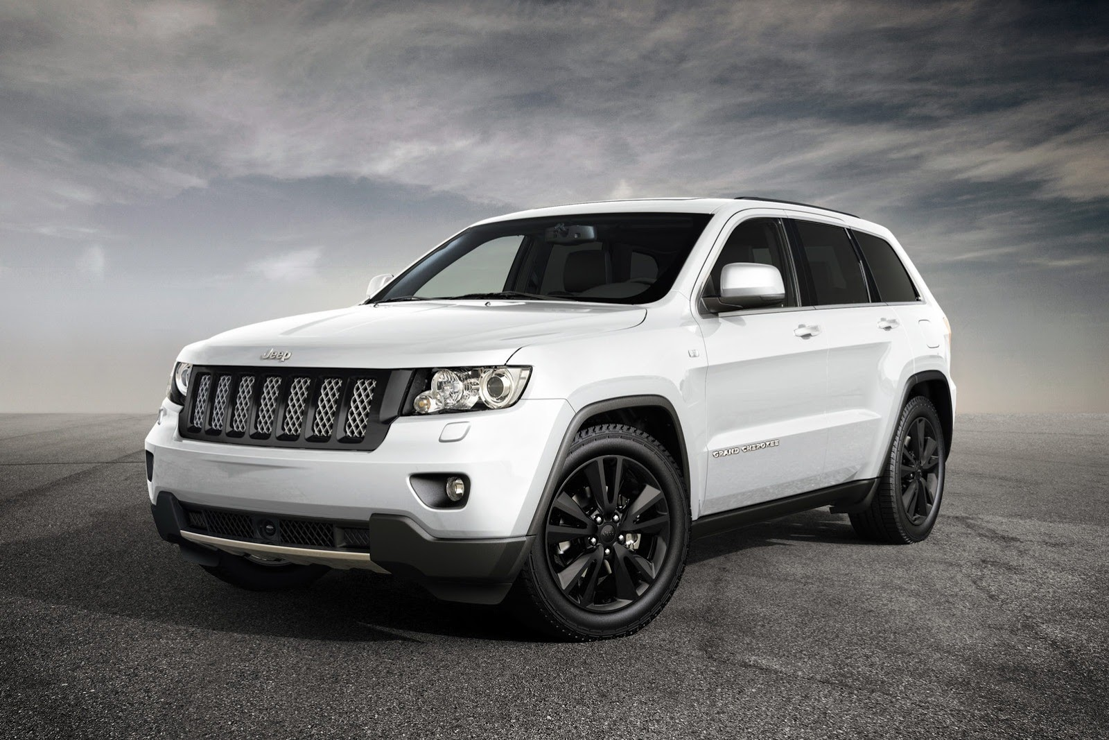 uk bound jeep grand cherokee s limited gets srt touches autoevolution. Black Bedroom Furniture Sets. Home Design Ideas