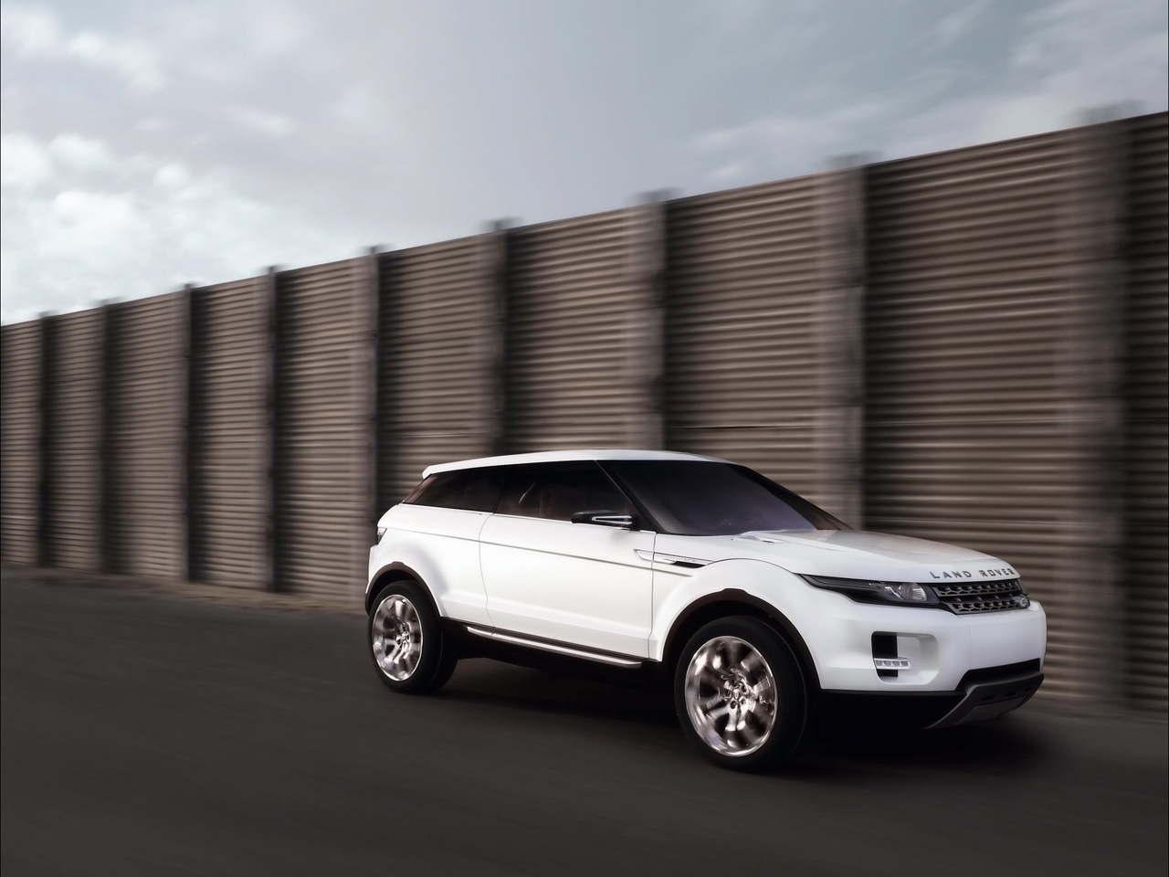 uk gives money to land rover to build lrx compact suv autoevolution. Black Bedroom Furniture Sets. Home Design Ideas