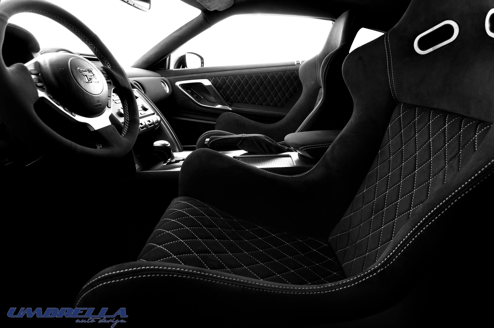 Nissan nissan gtr interior : Umbrella Auto Plays With the Nissan GT-R's Interior - autoevolution