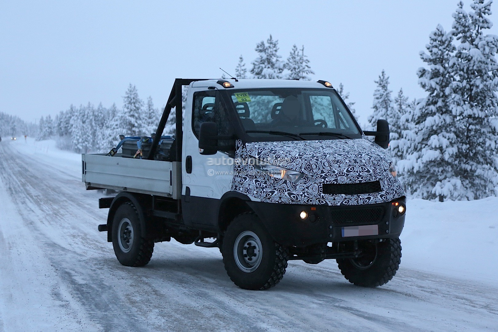 2014 - [Iveco] Daily - Page 3 Unimog-rivaling-iveco-daily-4x4-spied-for-the-first-time-photo-gallery_4