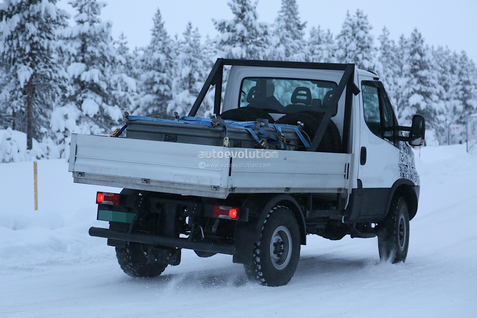 2014 - [Iveco] Daily - Page 3 Unimog-rivaling-iveco-daily-4x4-spied-for-the-first-time-photo-gallery_8
