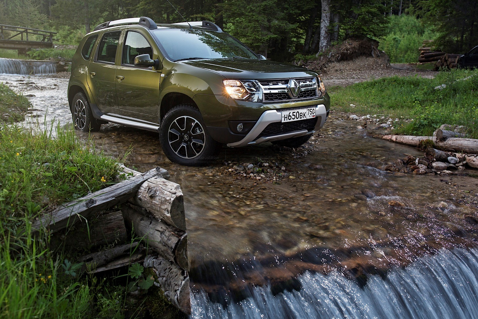 Updated 2015 renault duster receives new engines in russia updated 2015 renault duster receives new engines in russia voltagebd Images
