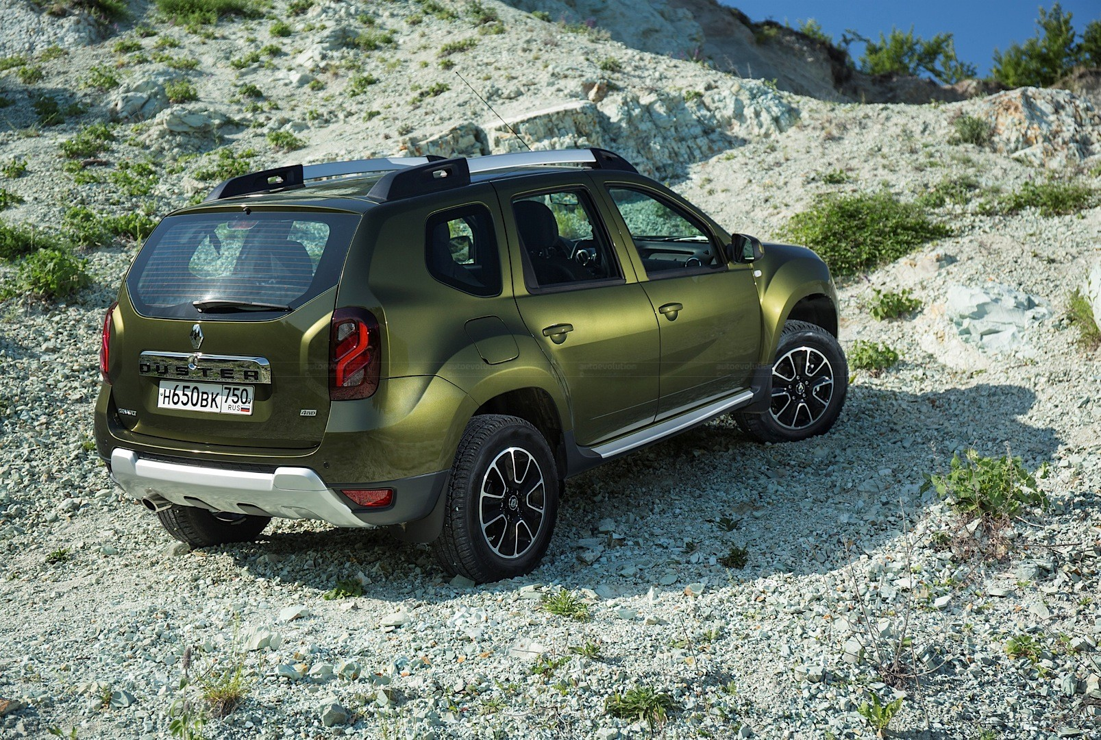 updated 2015 renault duster receives new engines in russia autoevolution. Black Bedroom Furniture Sets. Home Design Ideas