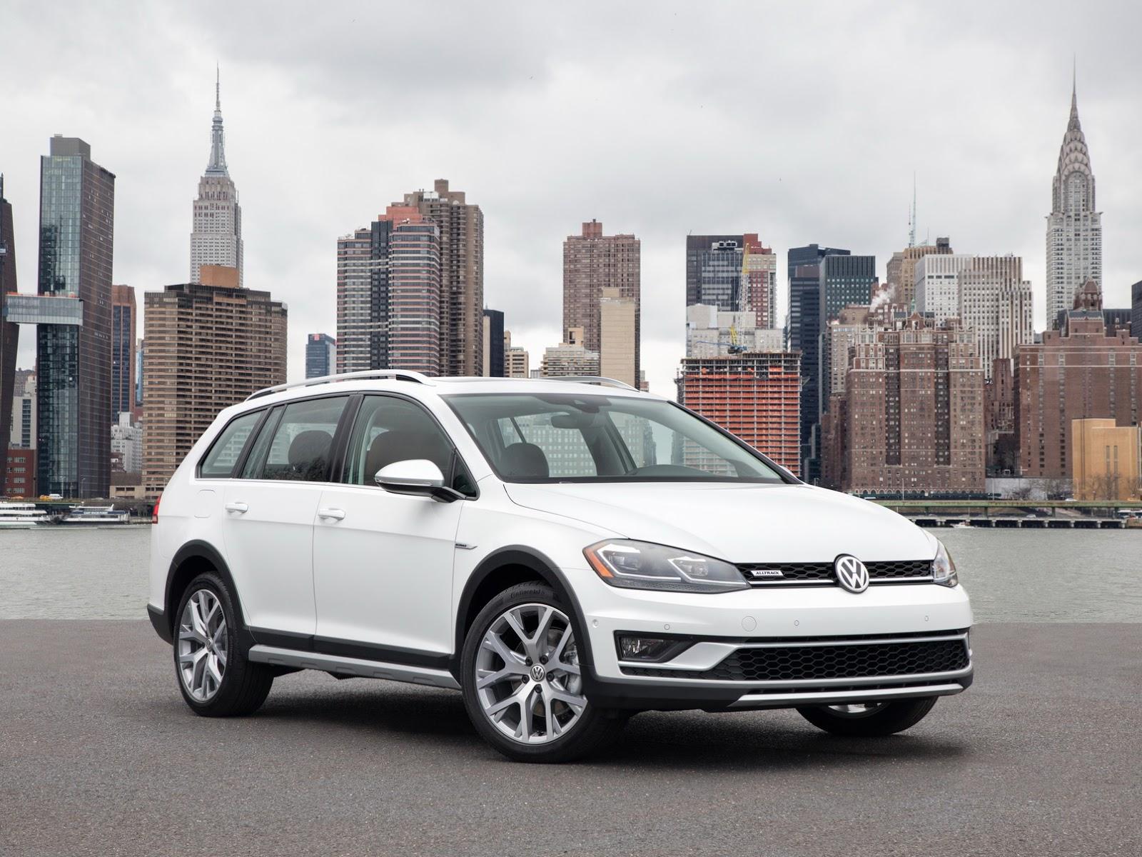 Updated 2018 VW Golf Debuts With LED Lights, Digital Cockpit in ... | {Auto cockpit vw 10}