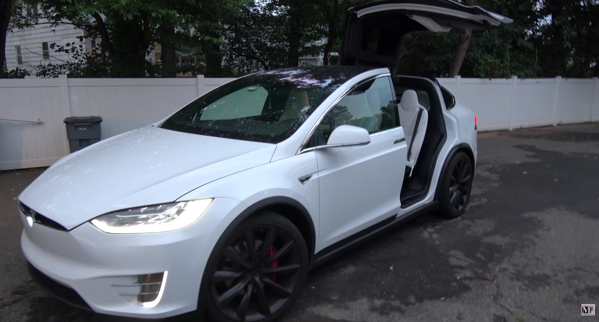 Tesla Model X with Falcon Doors opened ... & Tesla\u0027s Latest Firmware Update For Model X Upsets Some Owners ...