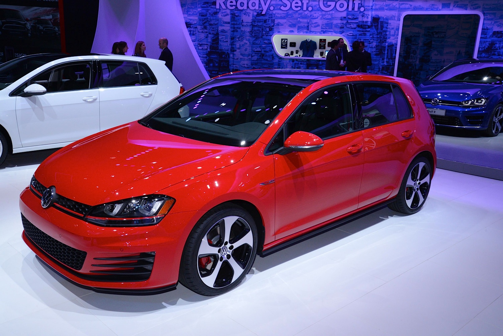 updates 2015 vw jetta joins new golf gti and r in new york live photos autoevolution. Black Bedroom Furniture Sets. Home Design Ideas