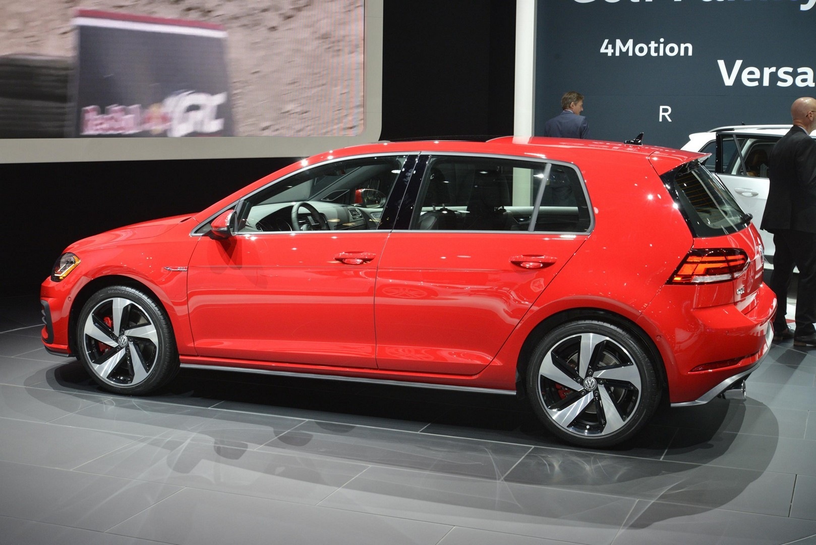 u s spec 2018 golf gti facelift brings manual handbrake and analog dials to ny autoevolution. Black Bedroom Furniture Sets. Home Design Ideas