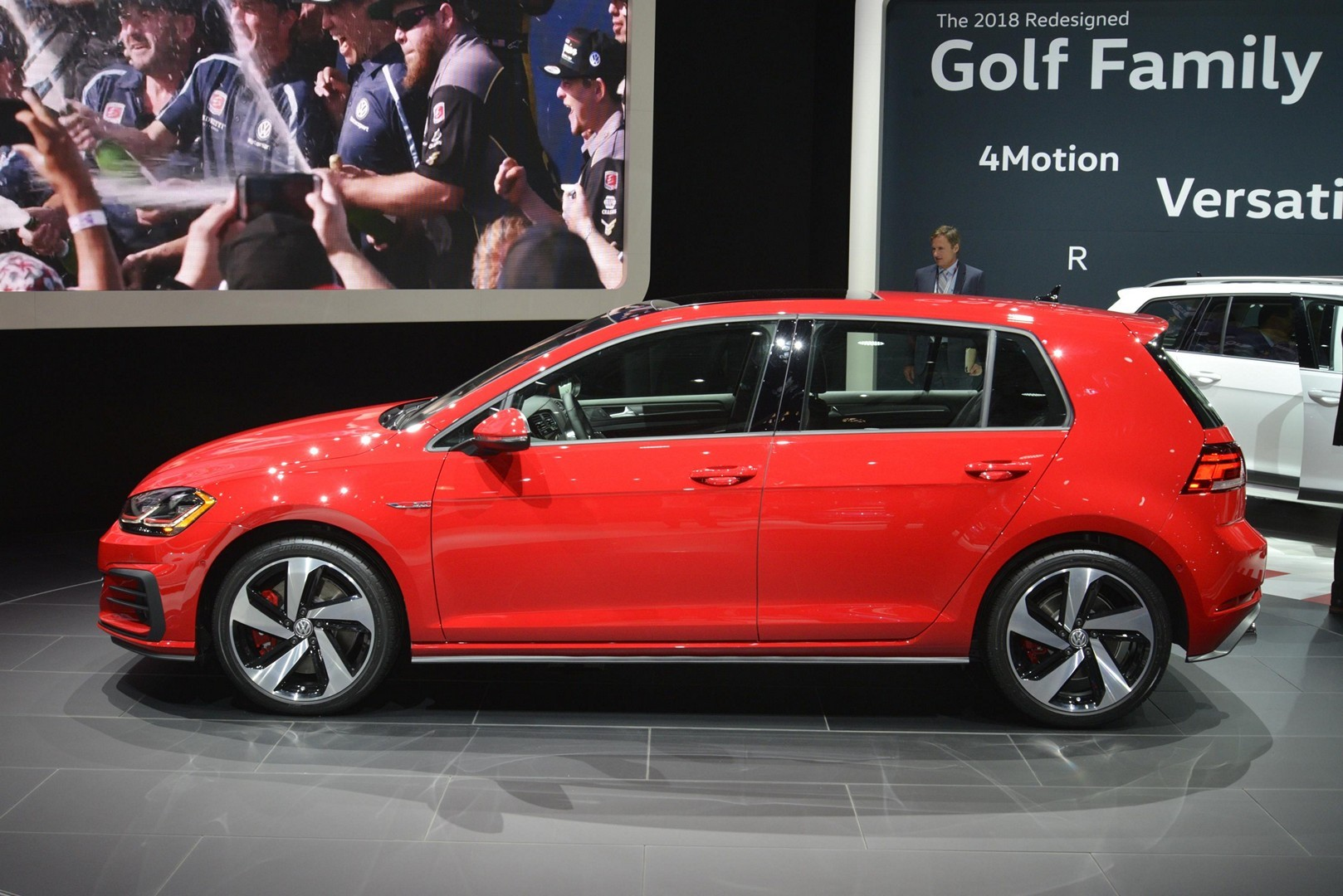 U.S.-spec 2018 Golf GTI Facelift Brings Manual Handbrake and Analog Dials to NY - autoevolution