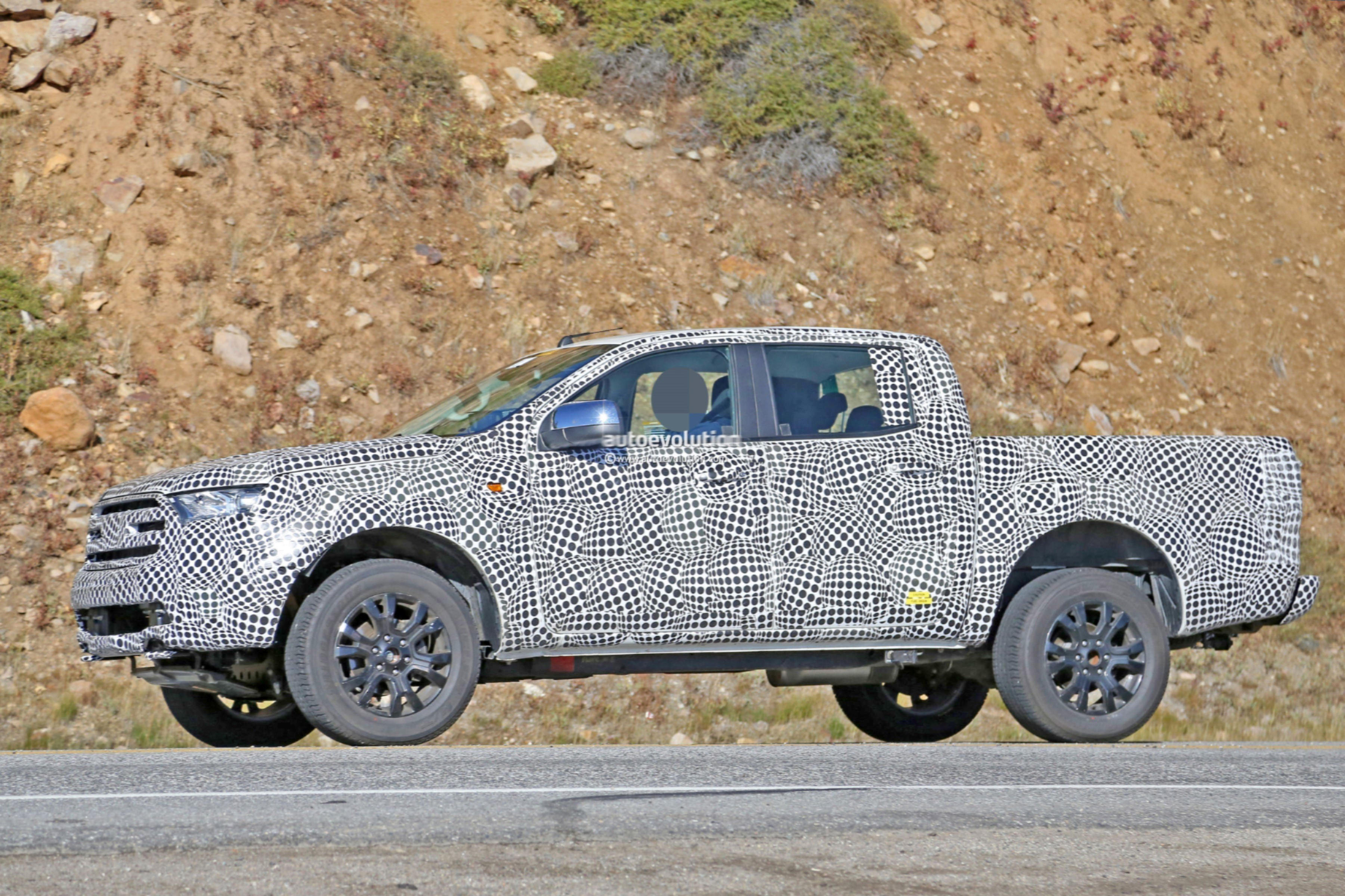 Spyshots: 2019 Ford Ranger Pickup (U.S.-spec) Poses With The Hood Up - autoevolution