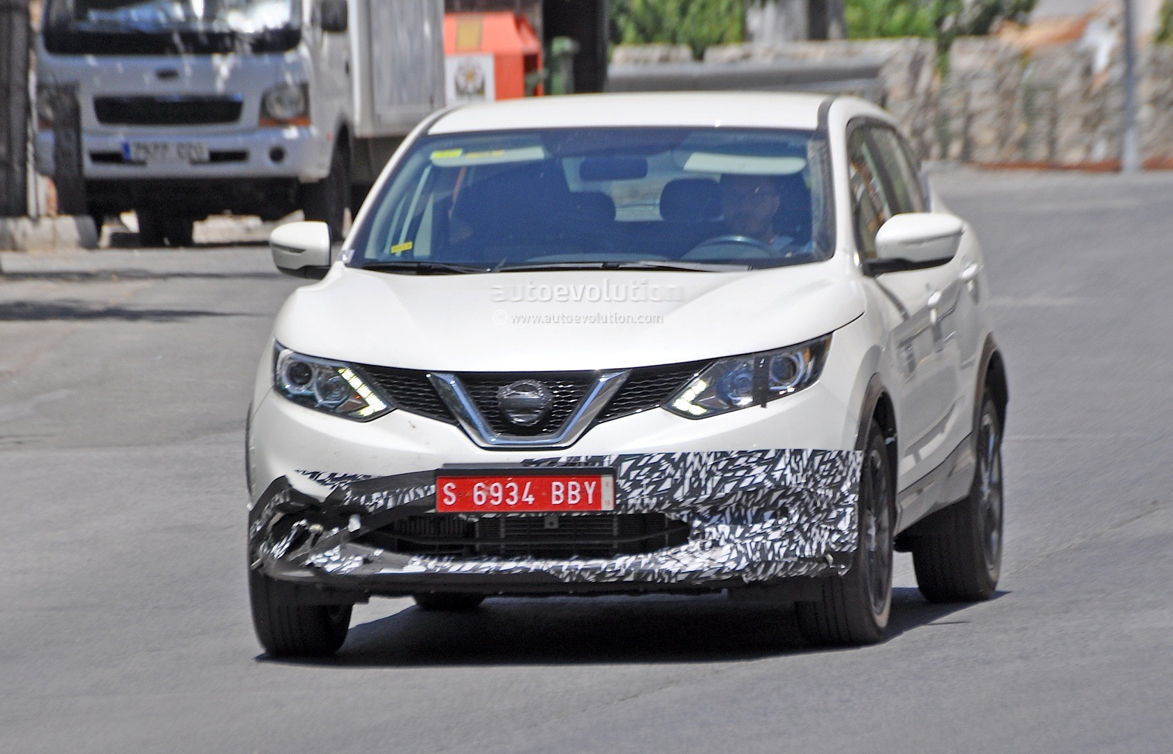 us spec nissan qashqai spied testing in spain with manlier. Black Bedroom Furniture Sets. Home Design Ideas