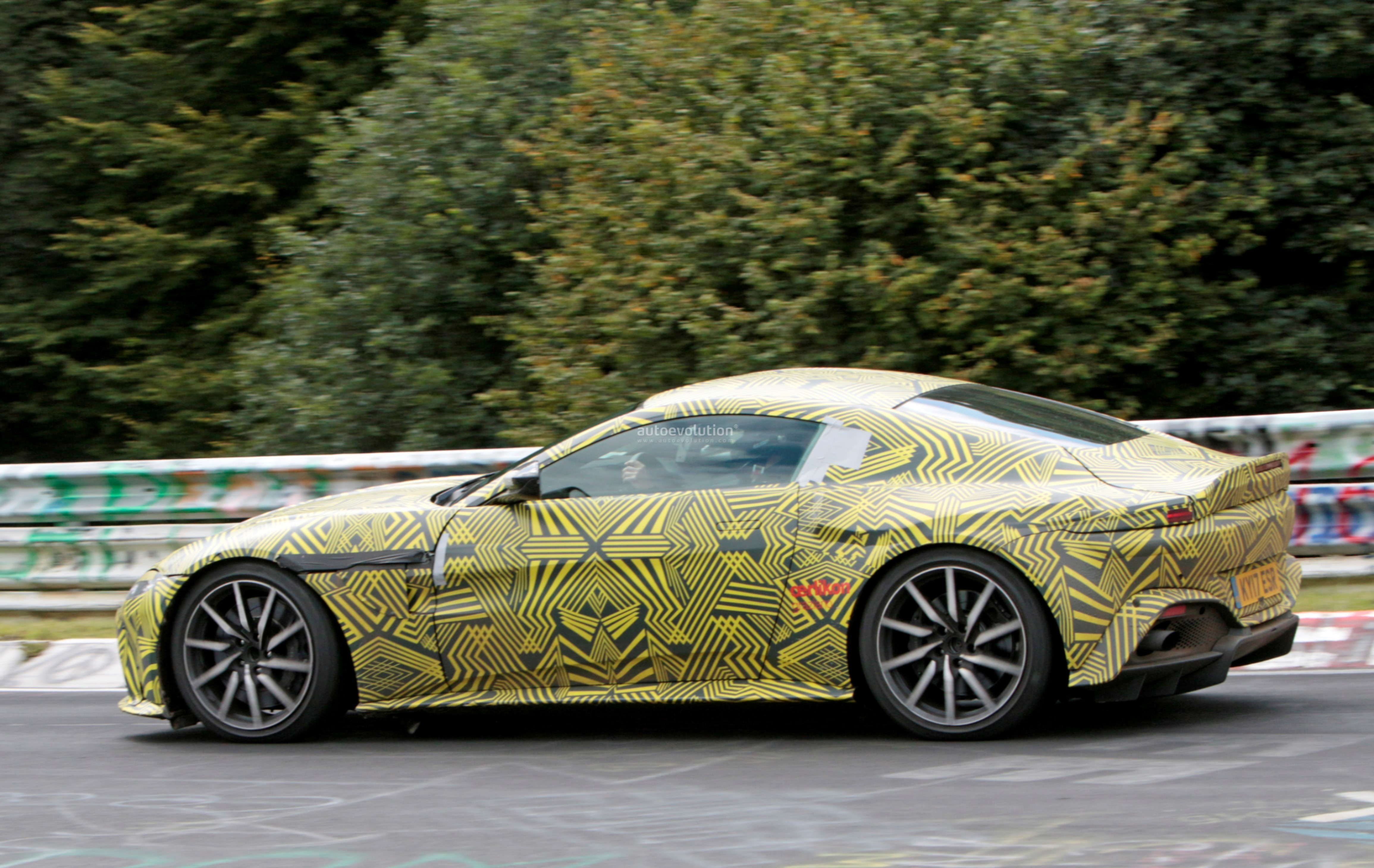 2019 aston martin v8 vantage driven hard on the nurburgring in newest spy photos autoevolution. Black Bedroom Furniture Sets. Home Design Ideas