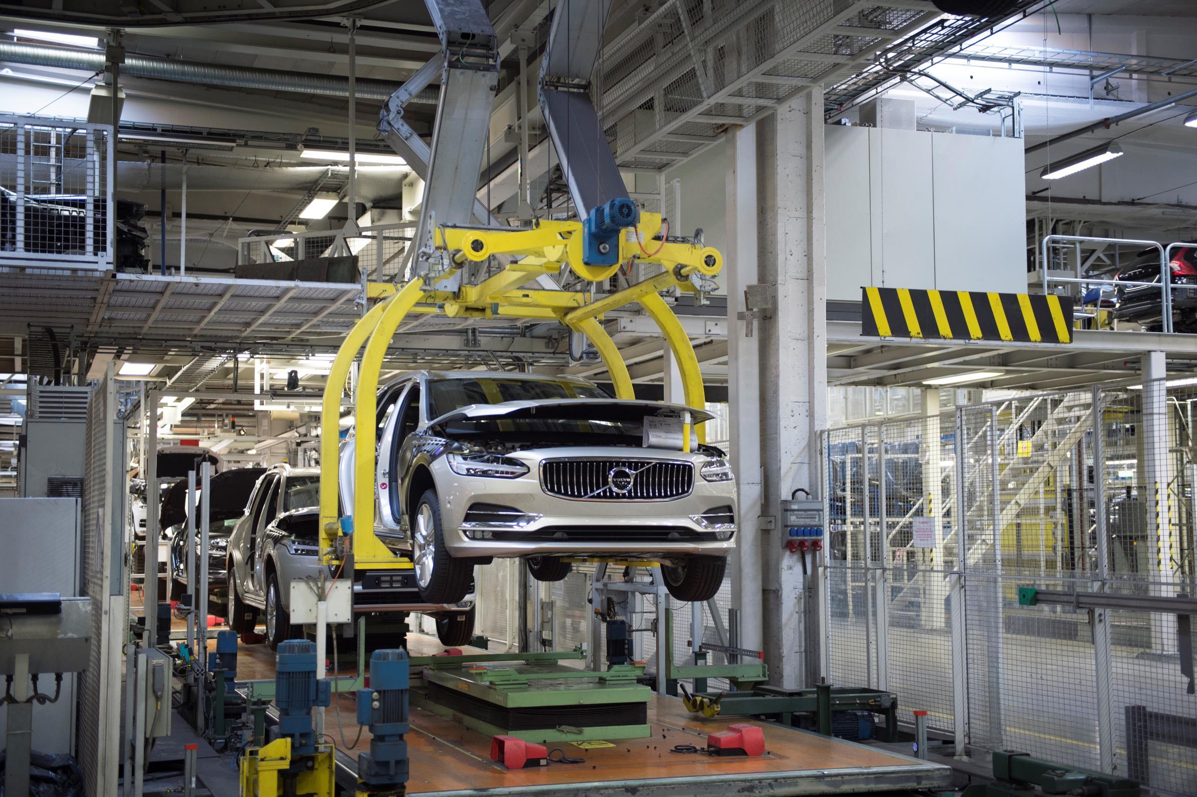 Used Volvo Xc60 >> 2017 Volvo V90 Starts Production, 2018 Volvo XC60 to Be ...